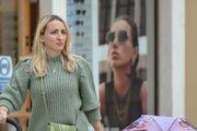 Pravo osvježenje: Atraktivna mama sa zadarskih ulica zna kako kombinirati lepršavu minicu i trendi džemper