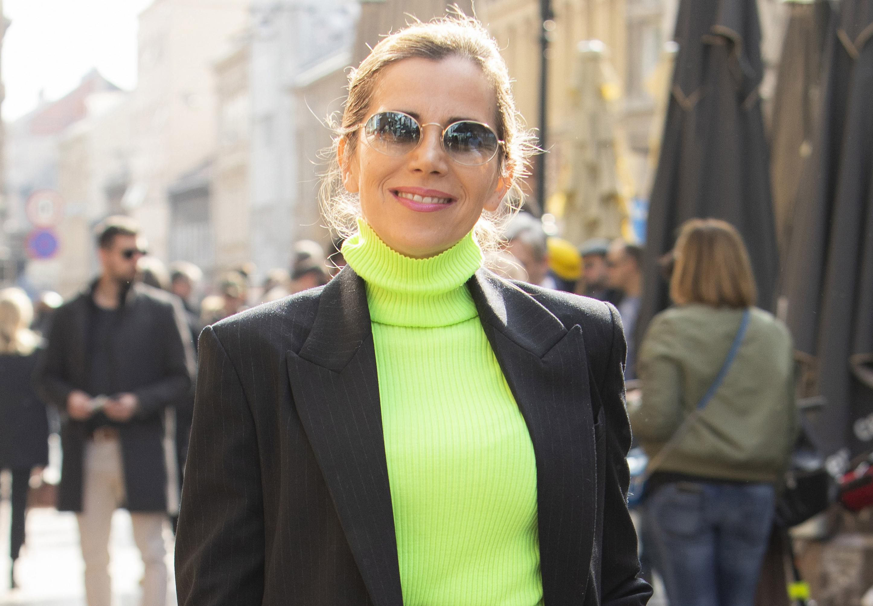 Jeste li dovoljno odvažni da kombinirate boje poput ove dame? Stajling joj je za čistu peticu!