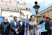 Dalija Orešković odabrala sivu haljinu, no je li pogodila? Evo što o modnom odabiru kaže modna savjetnica