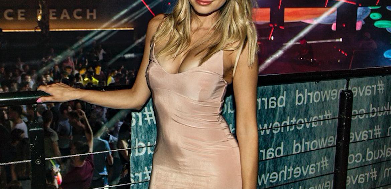 Samo ova naša glumica može ovako genijalno isfurati haljinu koja više otkriva nego pokriva...