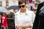 Nitko ne nosi bijelo od glave do pete kao Irina Shayk: Outfit osvježila odličnim modnim dodatkom