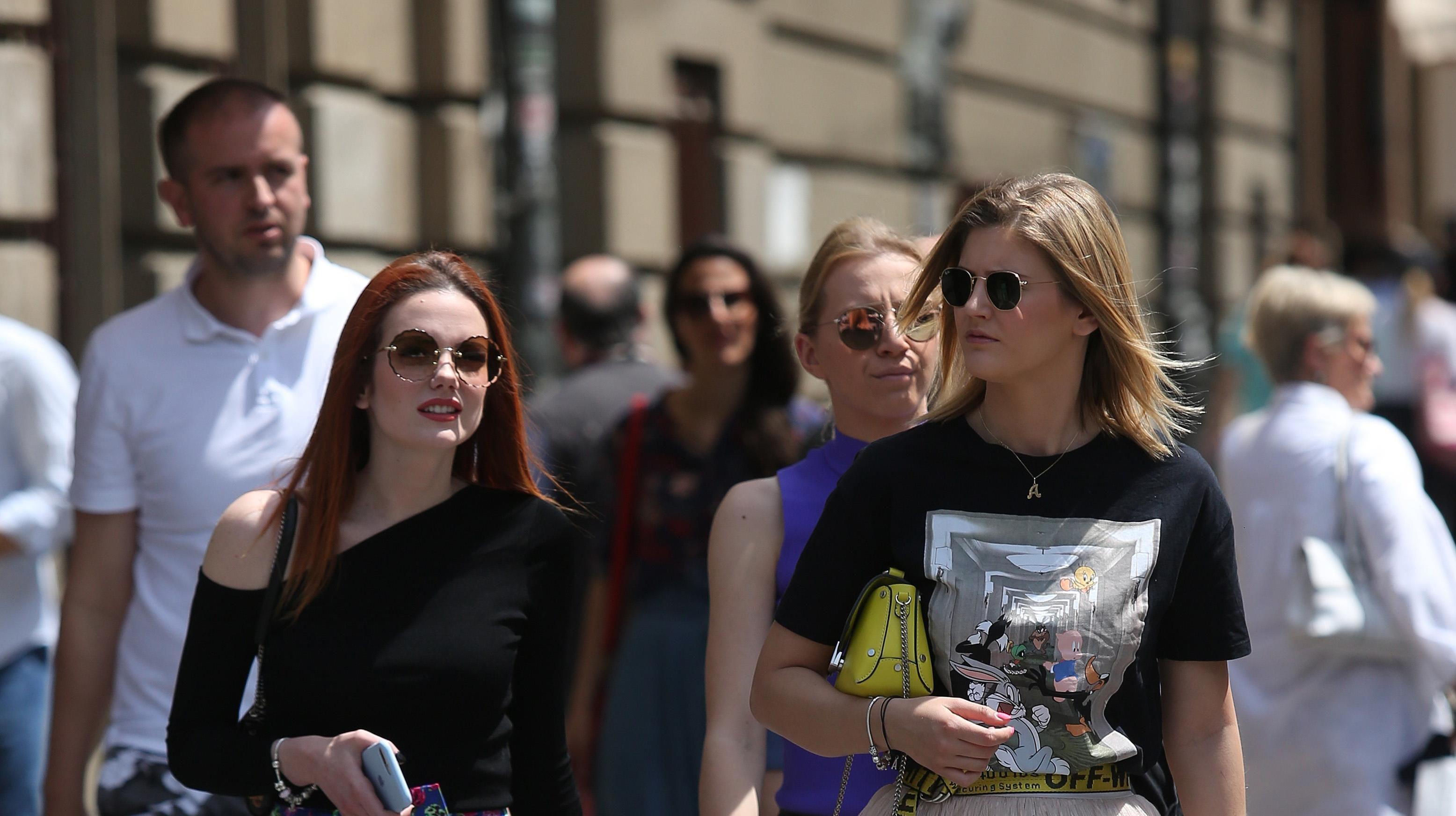 Suknje ove dvije prijateljice iz centra Zagreba skroz su ukrale show na špici!