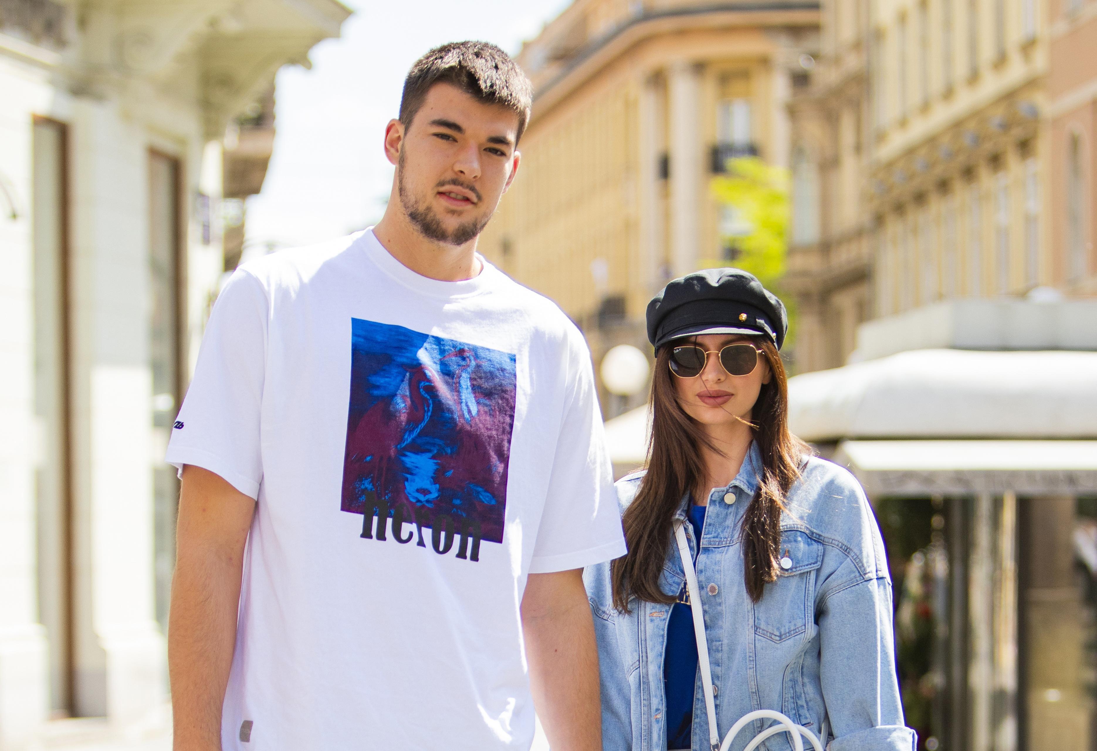 Baš su divan par! Kako izgledaju poznati košarkaš Ivica Zubac i njegova zaručnica u slobodno vrijeme