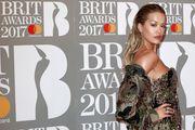 Rita Ora pokazala svu raskoš u minijaturnim kupaćim kostimima