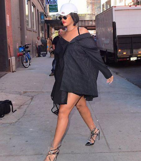 Rihanna opet osvojila kombinacijom, ali šokirala izborom obuće!