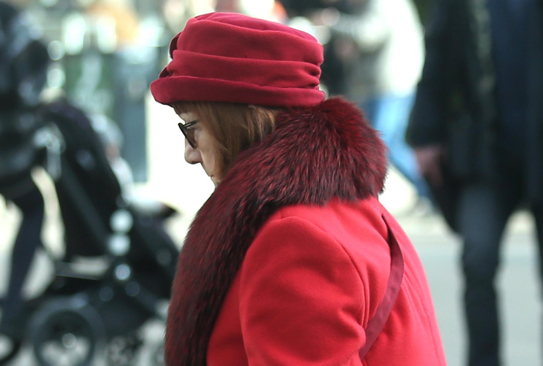 Inspirirajte se njome: Ova gospođa zna kako nositi crveno od glave do pete!