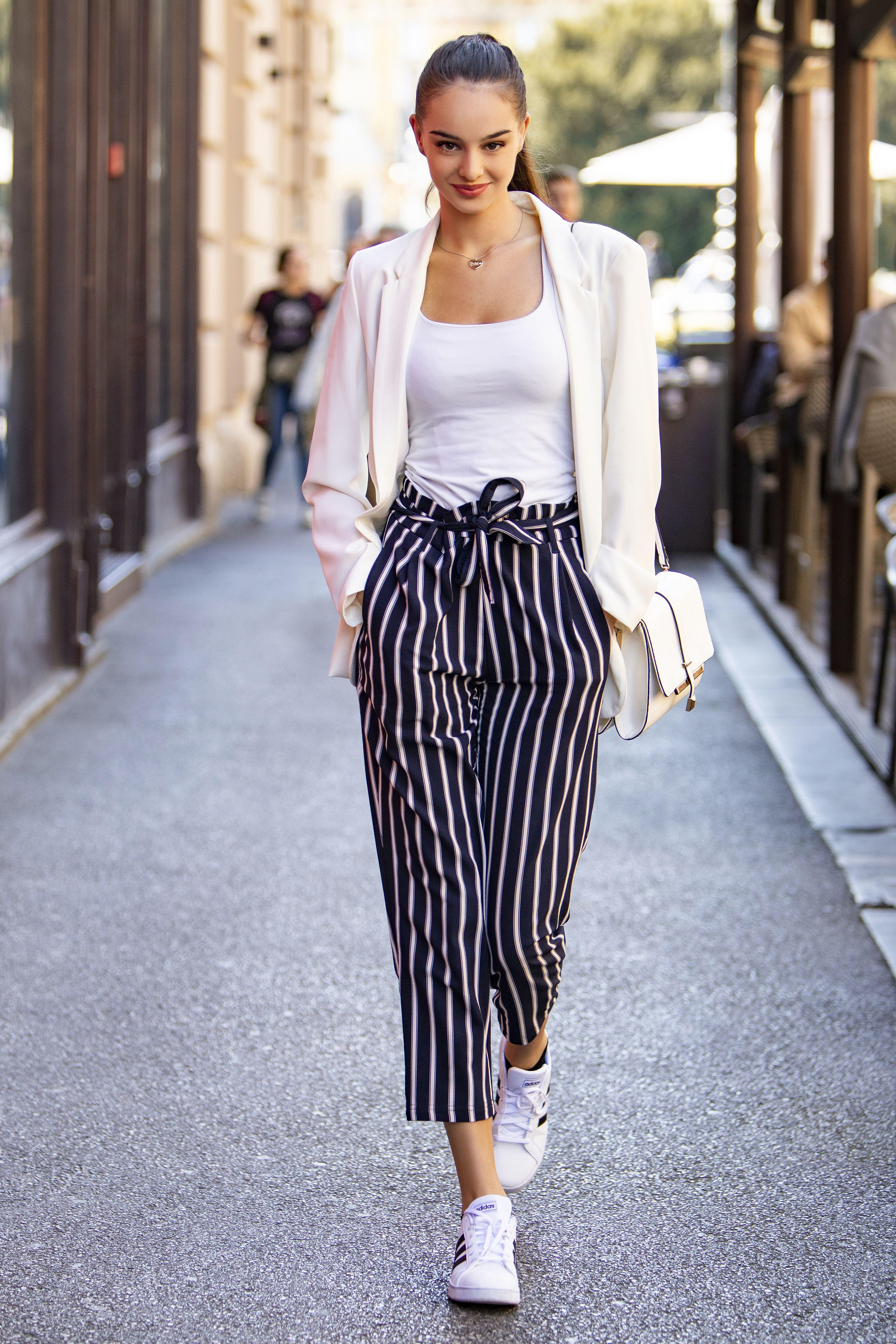 Odličan styling: Lijepa studentica prava zna da s prugicama nema greške!