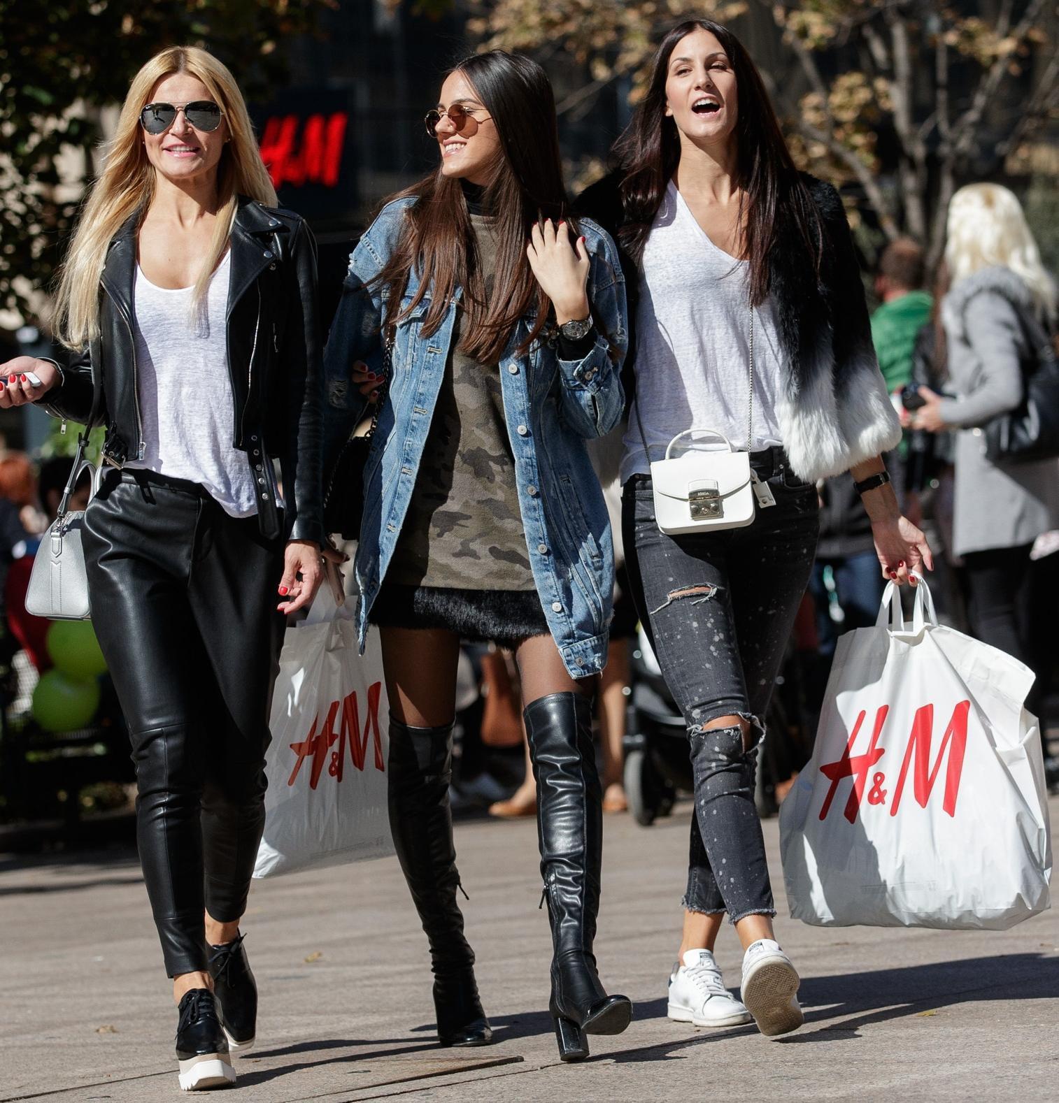 Ako želite znati što se nosi ove sezone, pogledajte ove tri zgodne prijateljice u centru Zagreba!