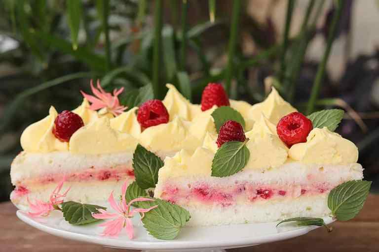 Tražit će se šnita više: Donosimo recept za tortu koji će oduševiti sve ljubitelje vanilije i malina