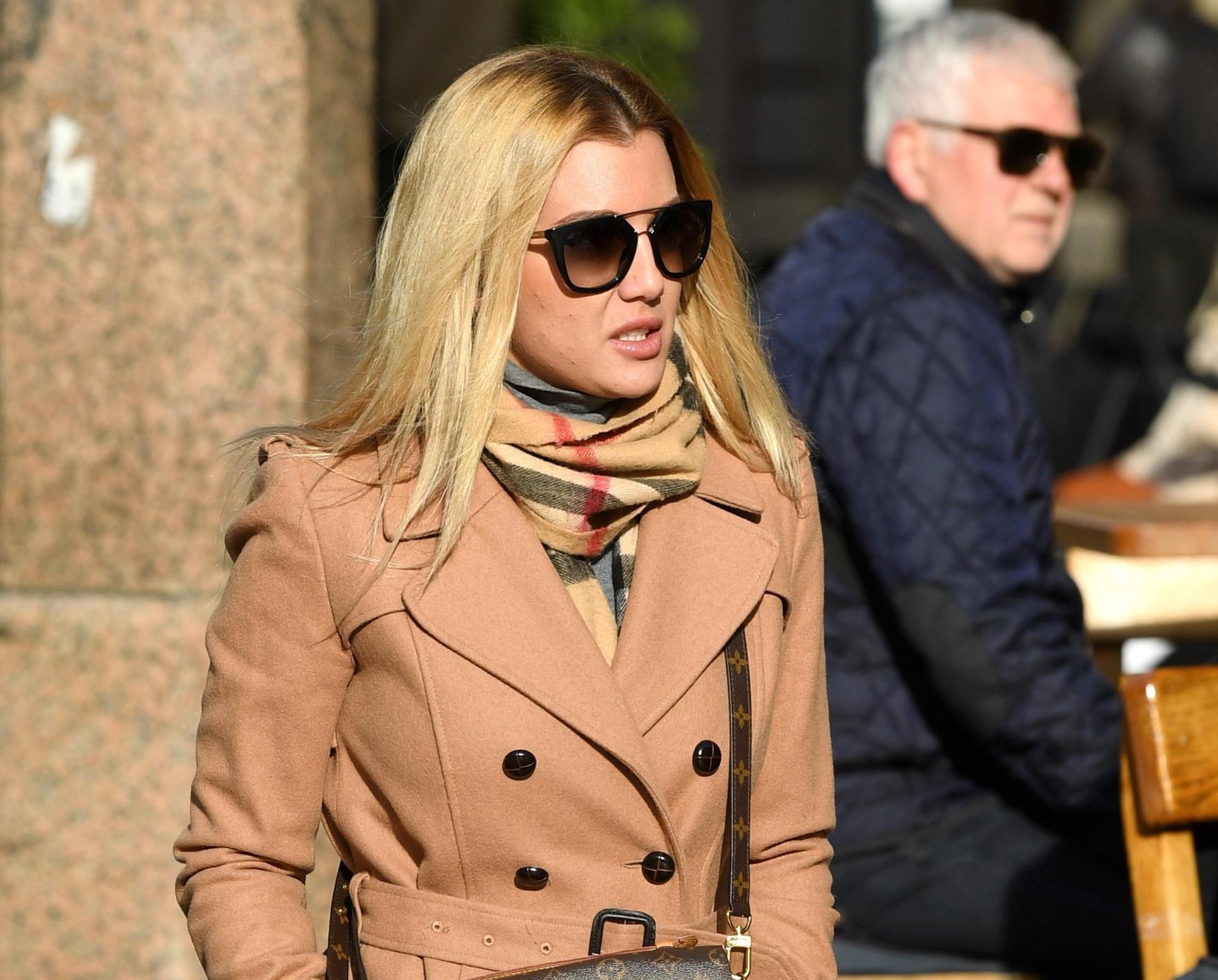 Lijepa plavuša sa zagrebačke špice zna da se s klasikom ne može pogriješiti