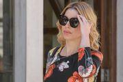 Lijepa plavuša u pripijenoj haljini i salonkama ukrala pozornost na zadarskim ulicama