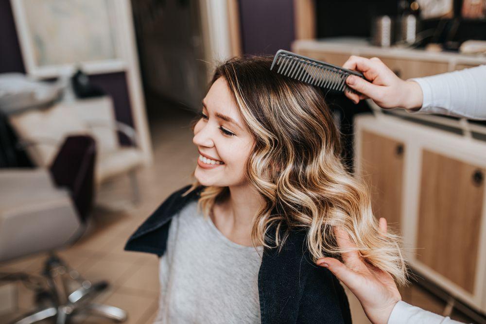 Treba li kosu raščešljavati dok je mokra ili suha? Ovisi o teksturi, doznajte što je najbolje za vas!