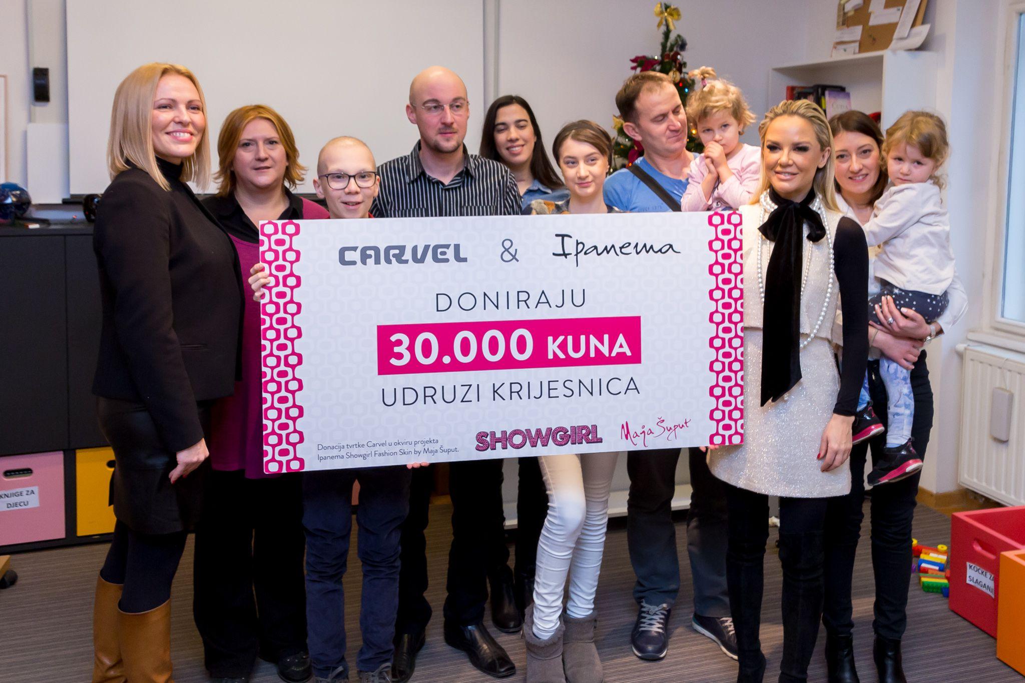 Carvel i Maja Šuput uručili 30.000 kuna Udruzi Krijesnica