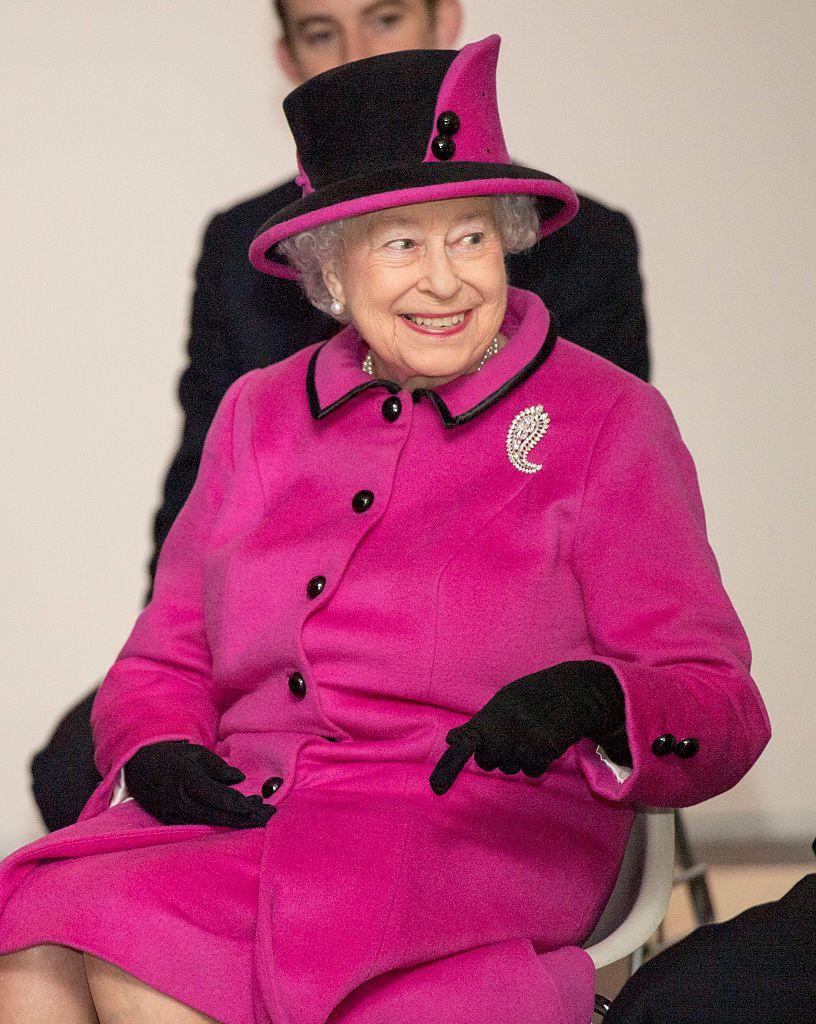 Znate li kako kraljica Elizabeta II koristi torbu za signalizaciju?