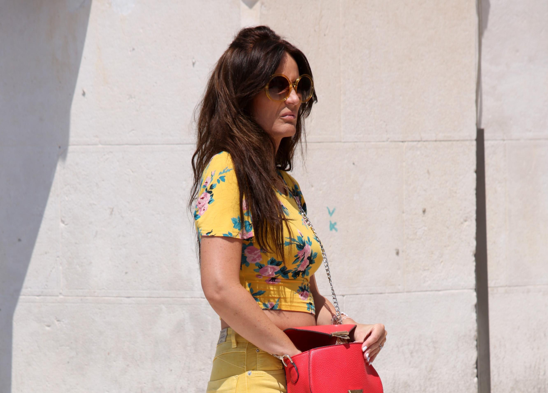 Boja ljeta! Dama sa splitske rive privukla pozornost u žutim pripijenim hlačama