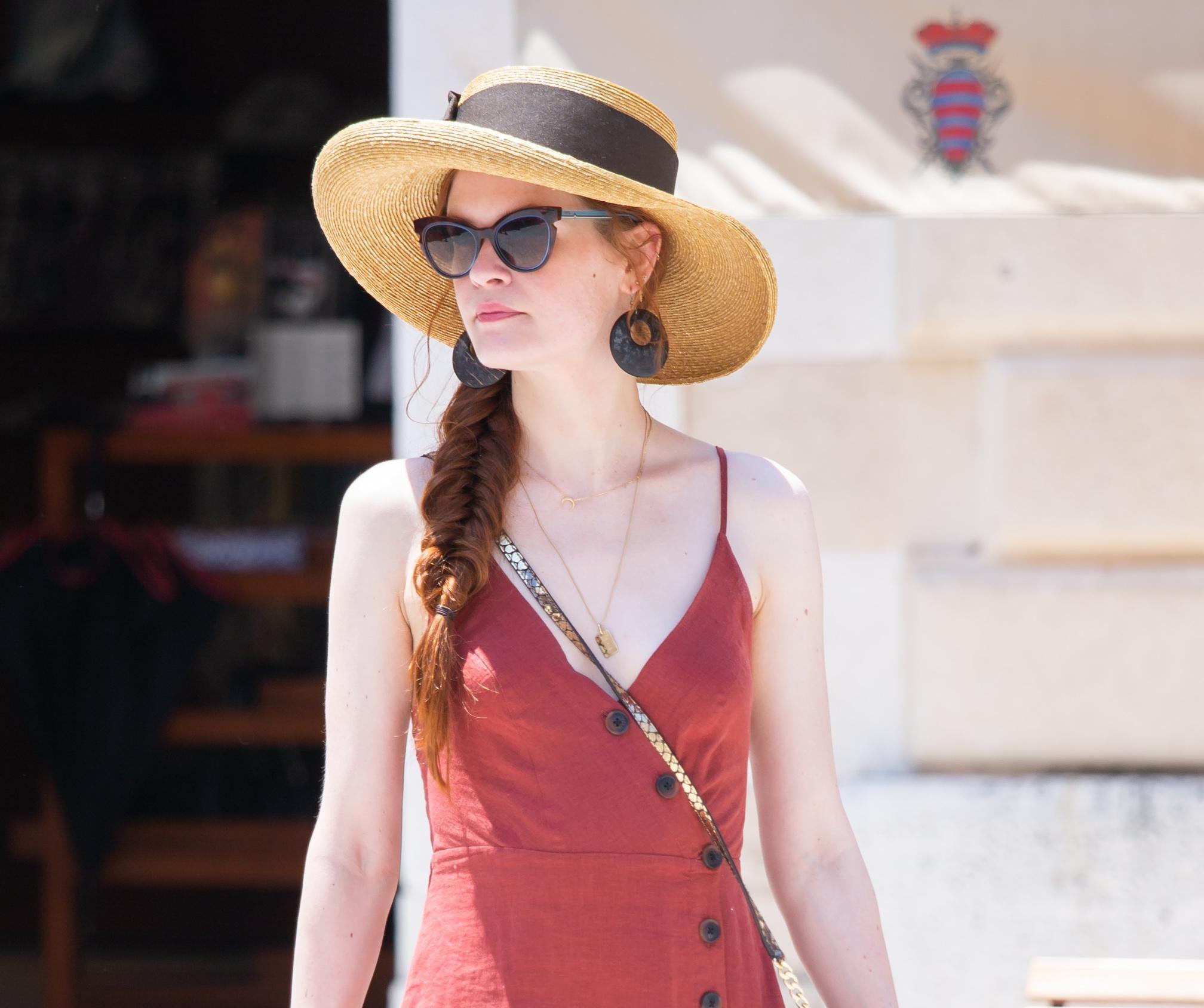 Ona je pravo oličenje ženstvenosti: Ljepotica na Stradunu u divnom ljetnom outfitu