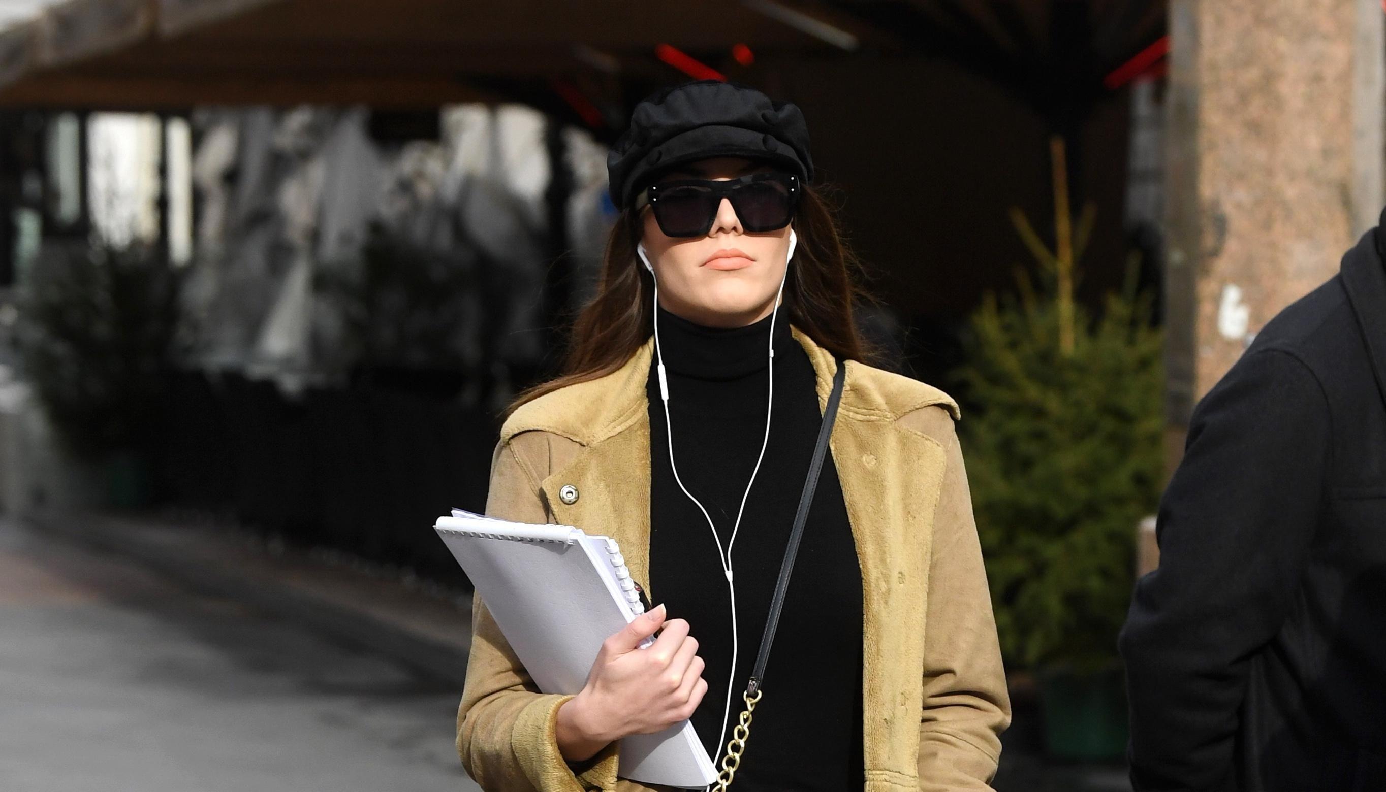 Tamne naočale i beretka: Ova djevojka izgleda poput prave zvijezde!