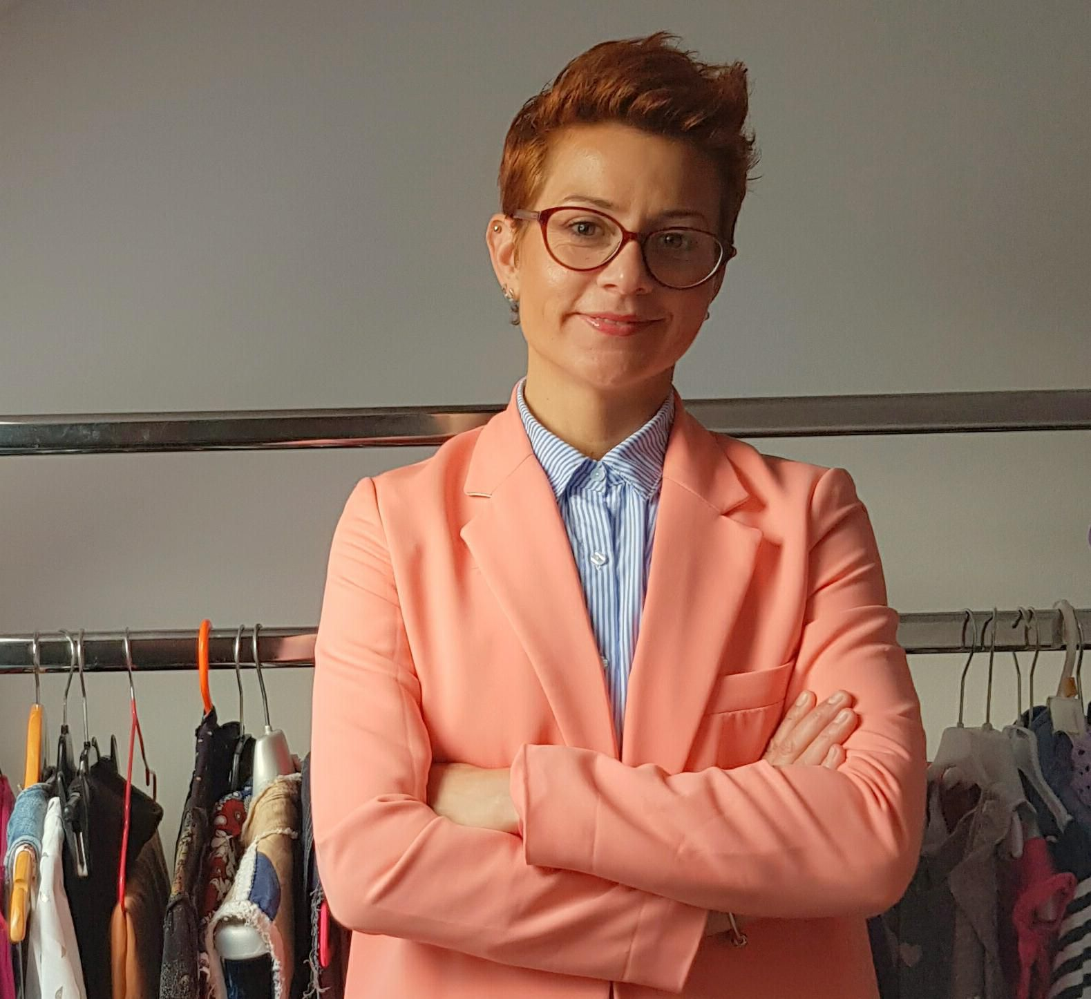 Modna savjetnica potvrdila: Treba stati na kraj tome da odjeću kupimo pa ne nosimo!