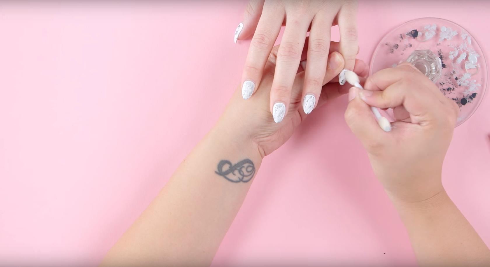 Tri jednostavna načina kako napraviti efekt mramora na noktima
