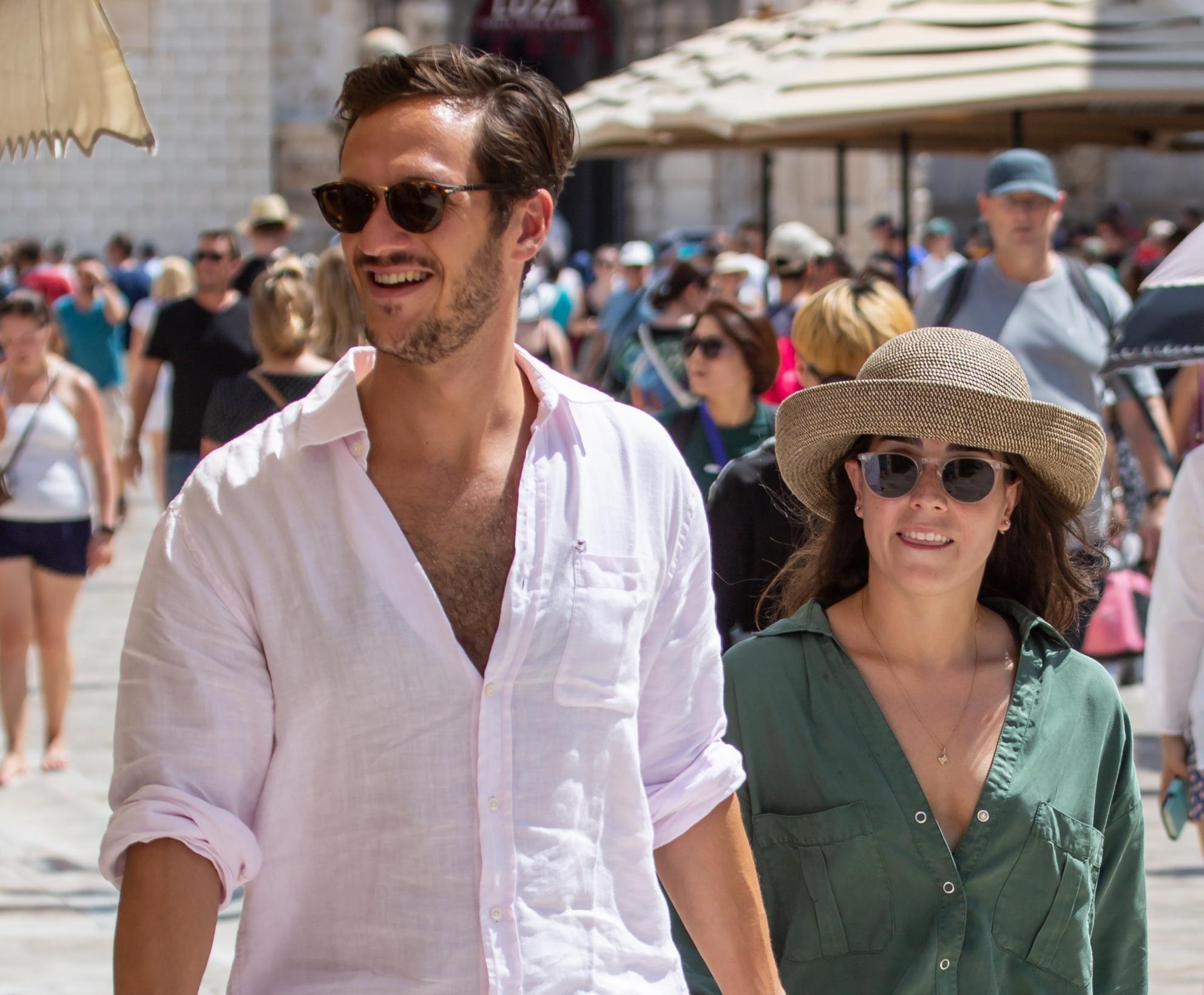 Kakav zgodan par: Njih dvoje definitivno su ukrali pozornost na dubrovačkim ulicama!