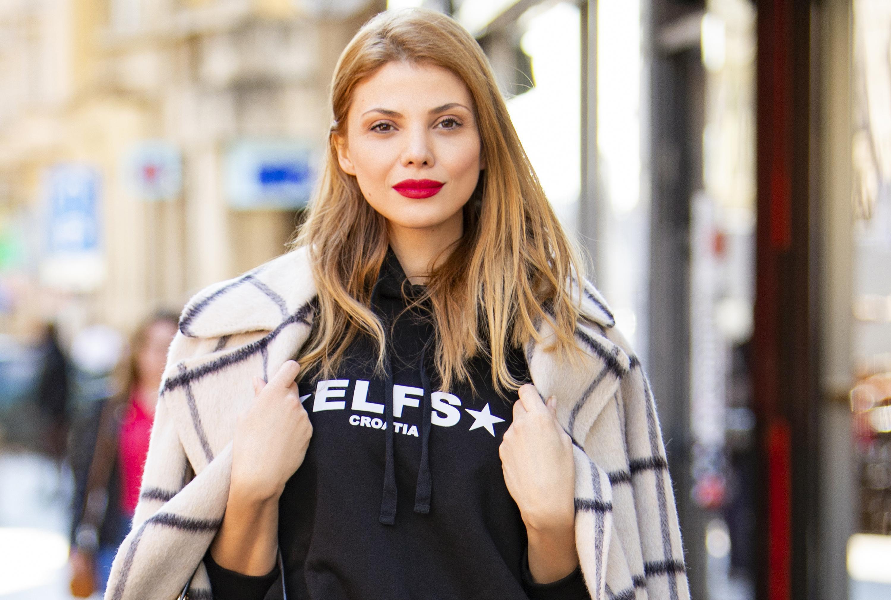 Lejla Filipović zna kako kombinirati nespojive komade: Lepršava suknja i trenirka pristaju joj savršeno
