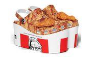 Udružili se Crocs i KFC: Novi modeli izgledaju poput ukusne košare s piletinom! Čak tako i miriše