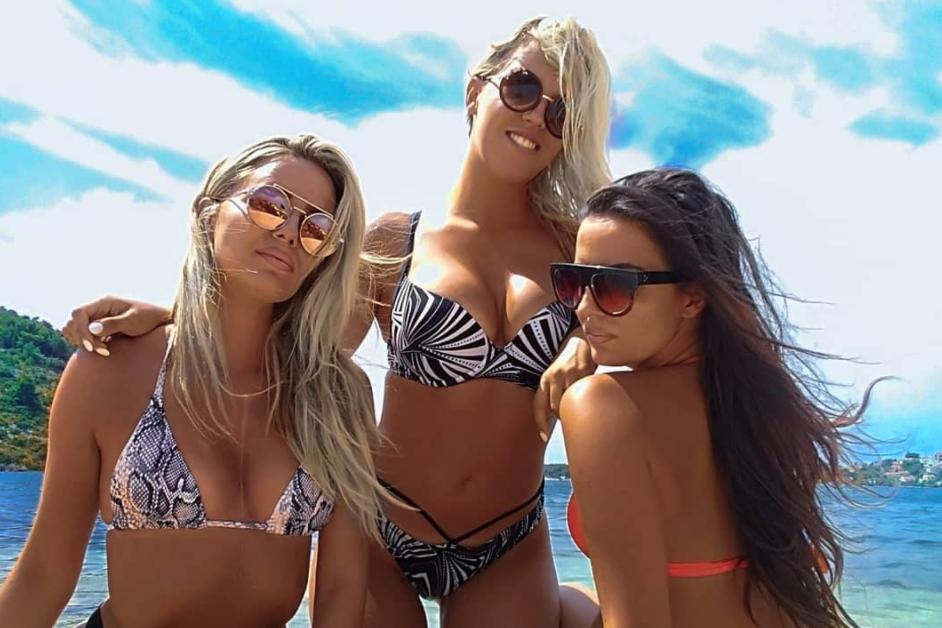 Tri prijateljice na plaži prava su koncentracija ljepote i atraktivnosti!