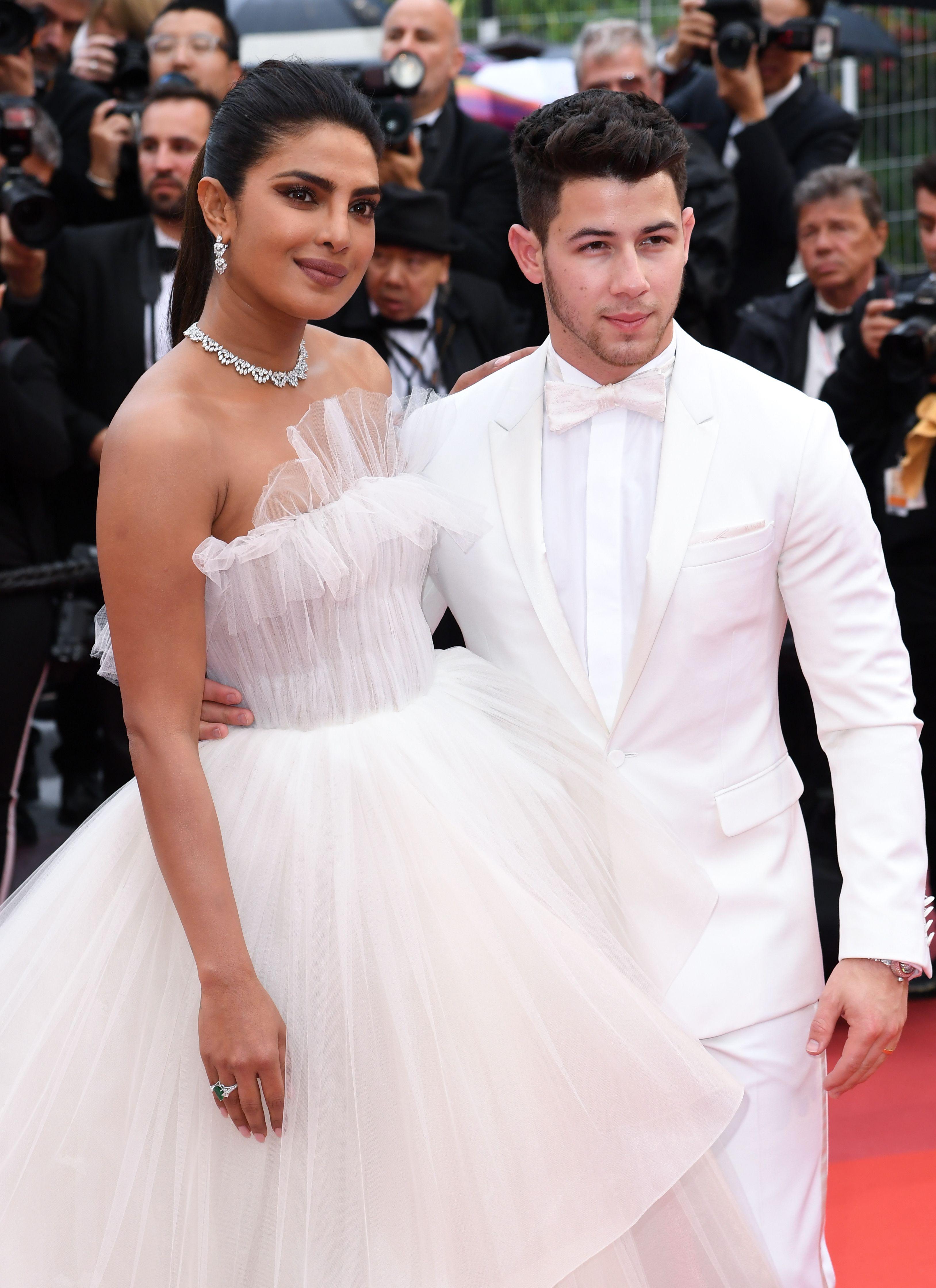 Prestižni magazin People Priyanku Chopru i Nicka Jonasa proglasio najbolje odjevenim parom!