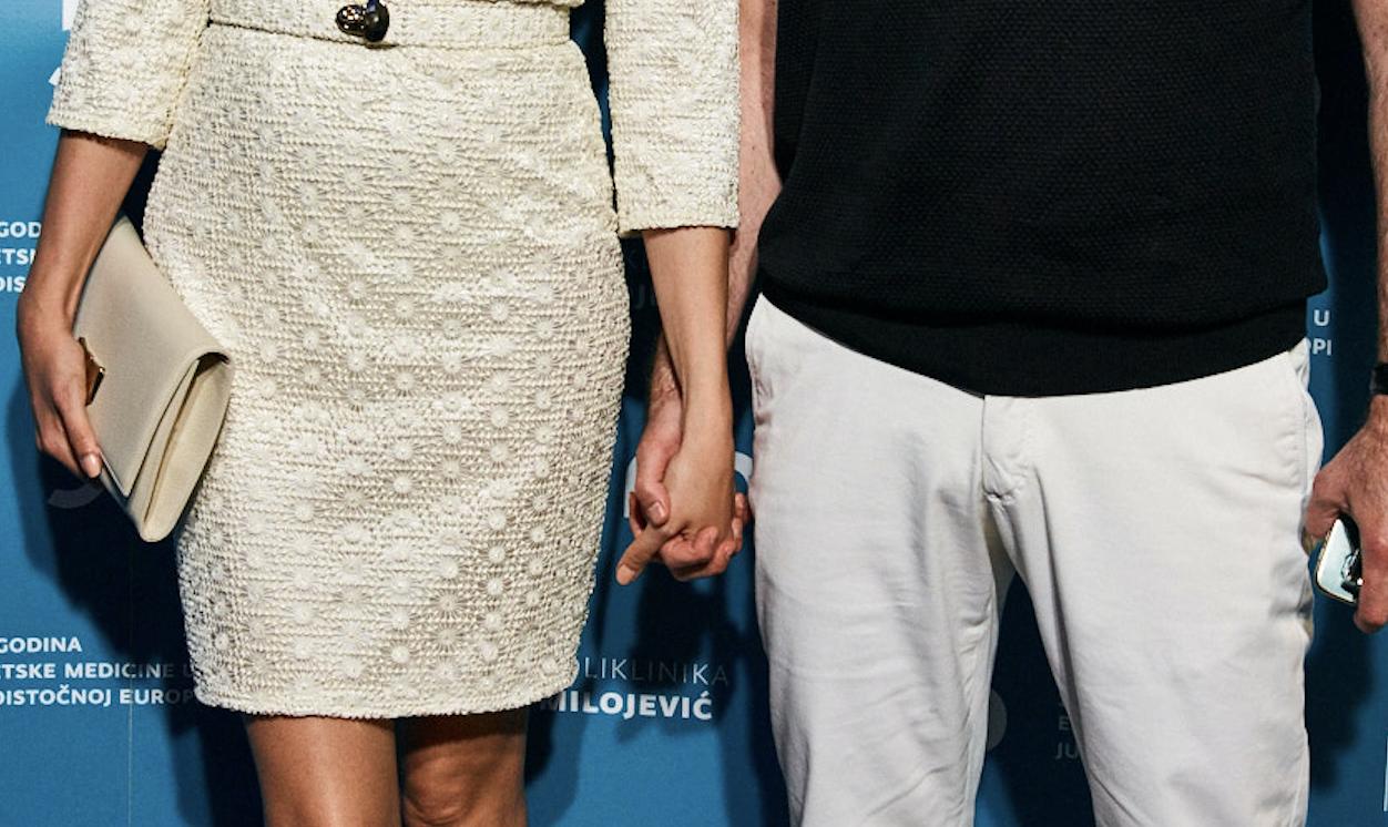 Ljubav je u zraku: Drže se za ruke i na crvenom tepihu...