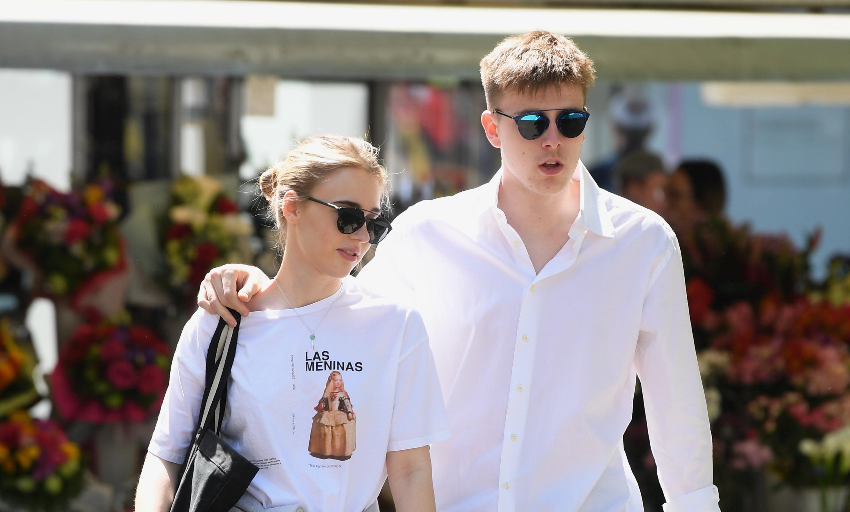 Par iz snova: Oni znaju da običan bijeli T-shirt ili košulja čine - najbolji outfit!