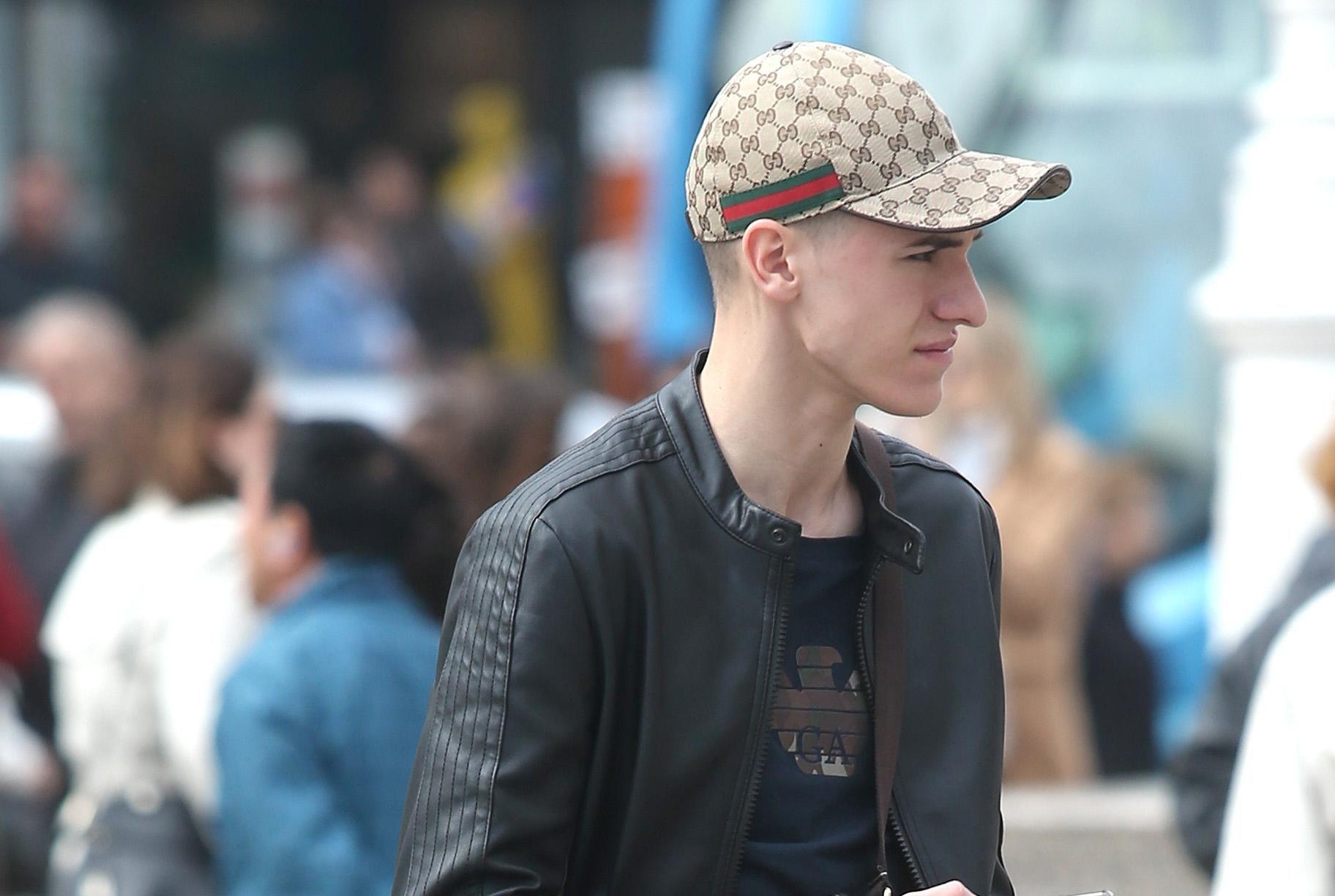 I dečki vole Gucci: Pogledajte kako je ovaj frajer upario dizajnersku torbu i šiltericu od gotovo 2000 kuna