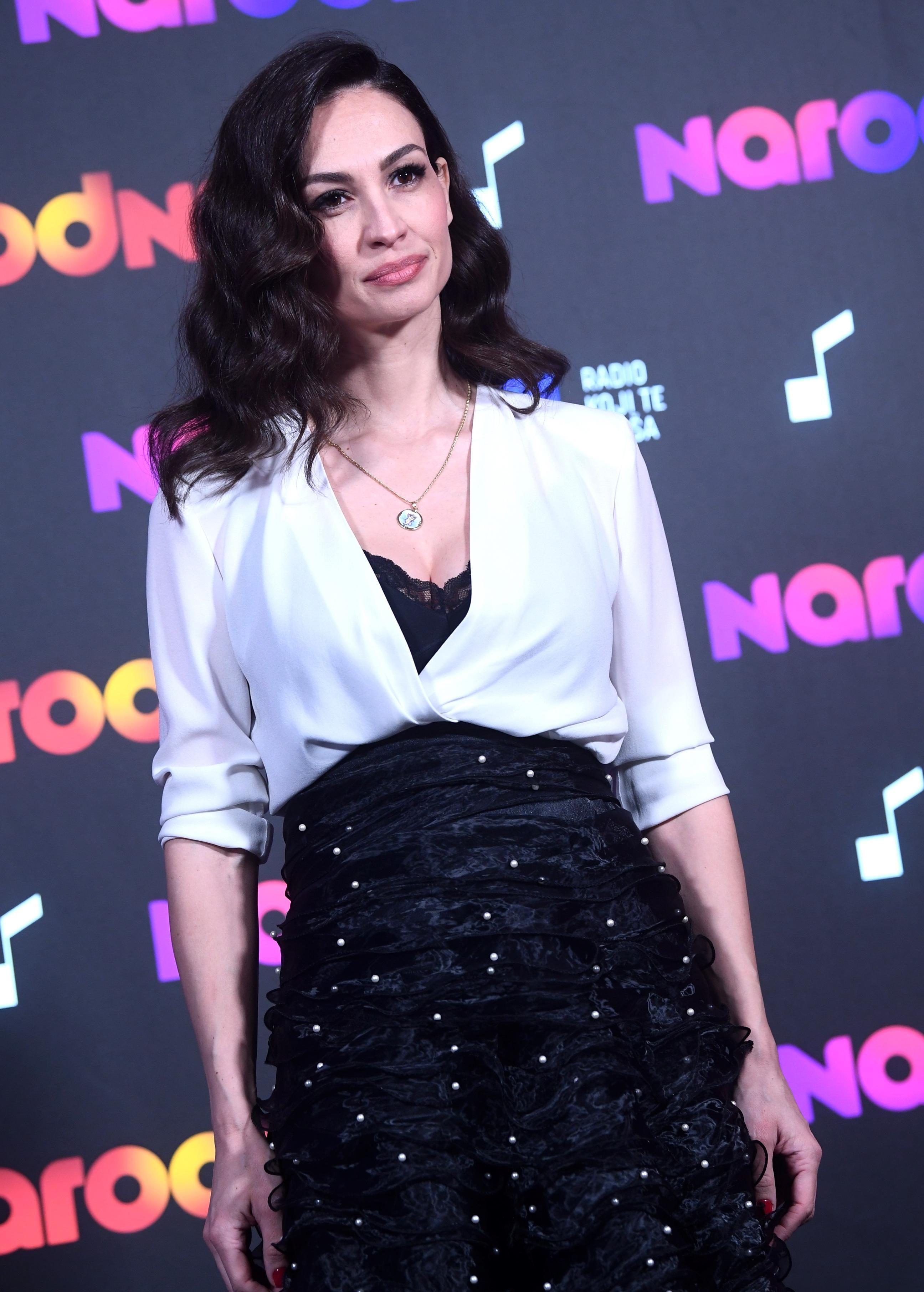 Monika Kravić izgleda spektakularno; pozornost ukrala u neobičnoj, raskošnoj suknji koja joj pristaje savršeno