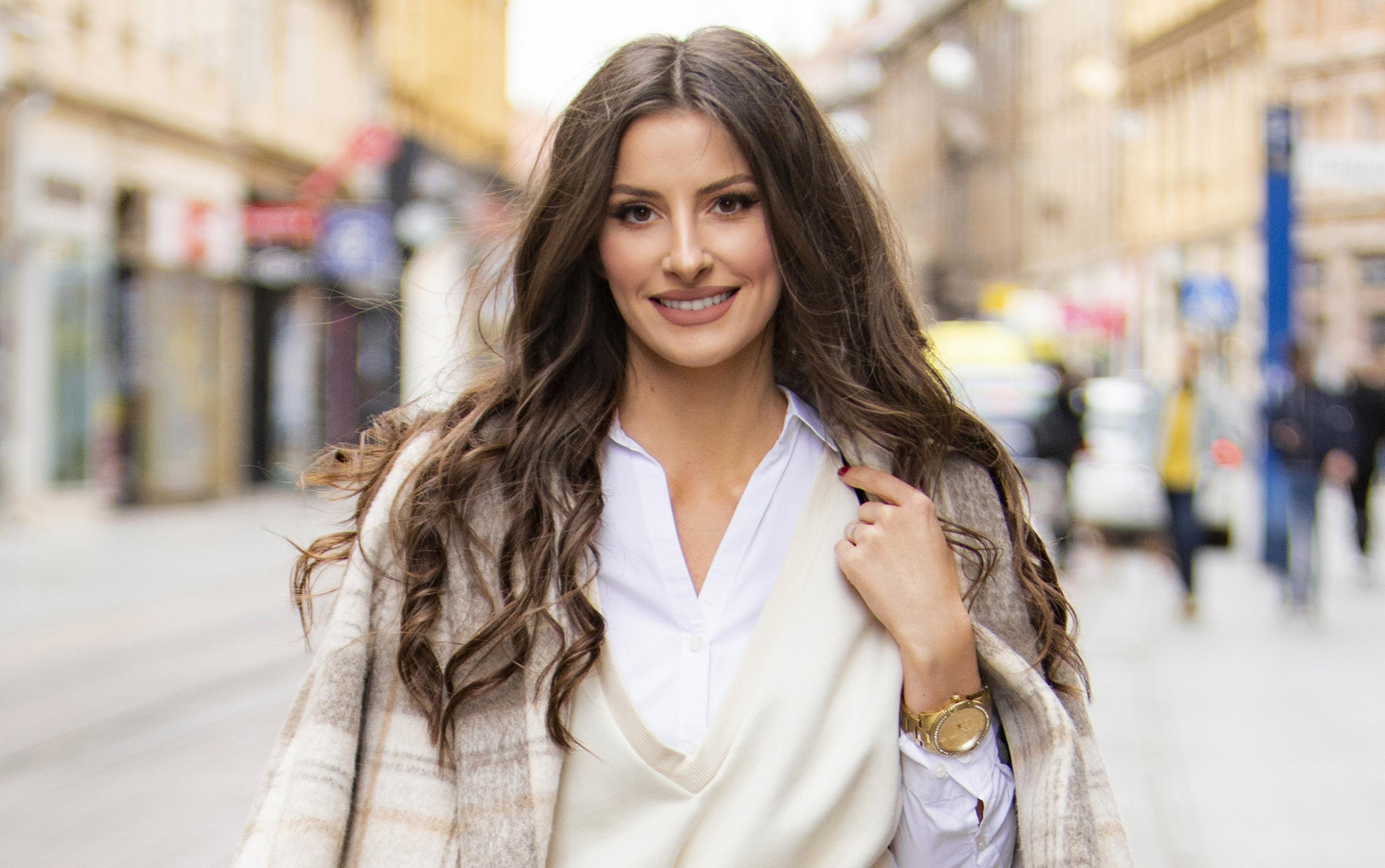 Stajling lijepe brinete odlična je inspiracija: 'Ne postoji nešto što ne bih nosila, mislim da se sve može lijepo iskombinirati'