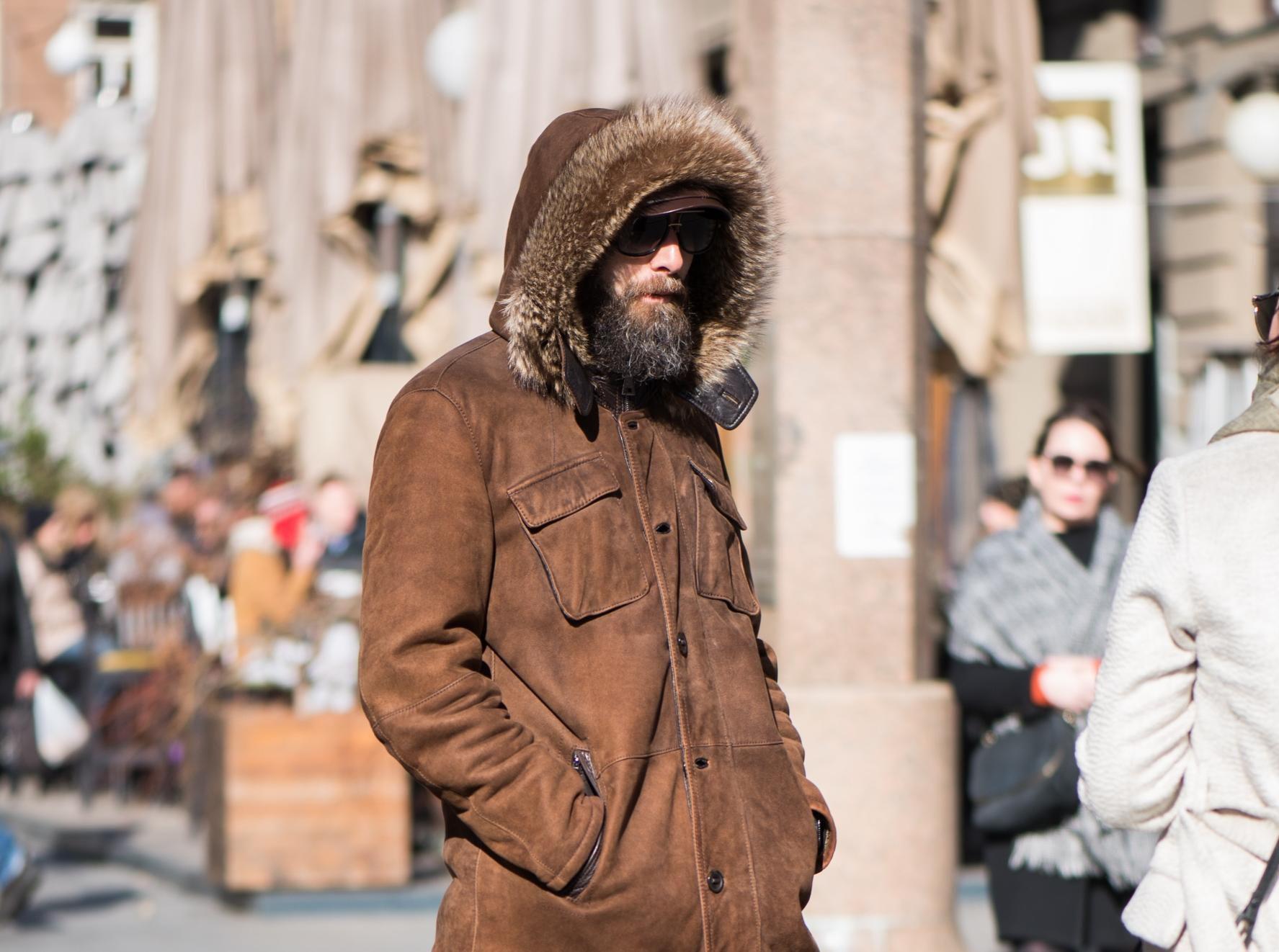 Od jakne, preko tregera do visokih čizama, ovaj frajer baš je cool!