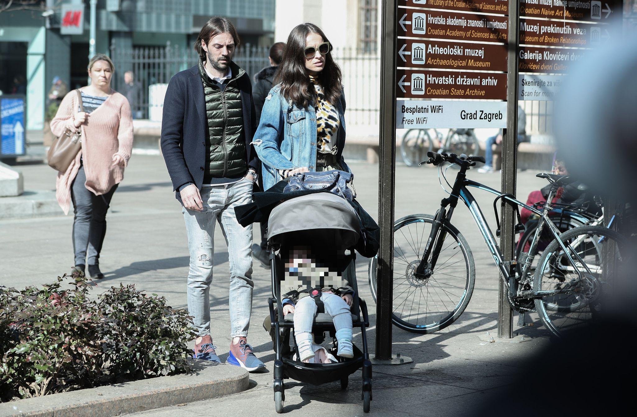 Kakav cool trio: Ljupka Gojić, suprug Mihael Mikić i kćerkica prošetali špicom