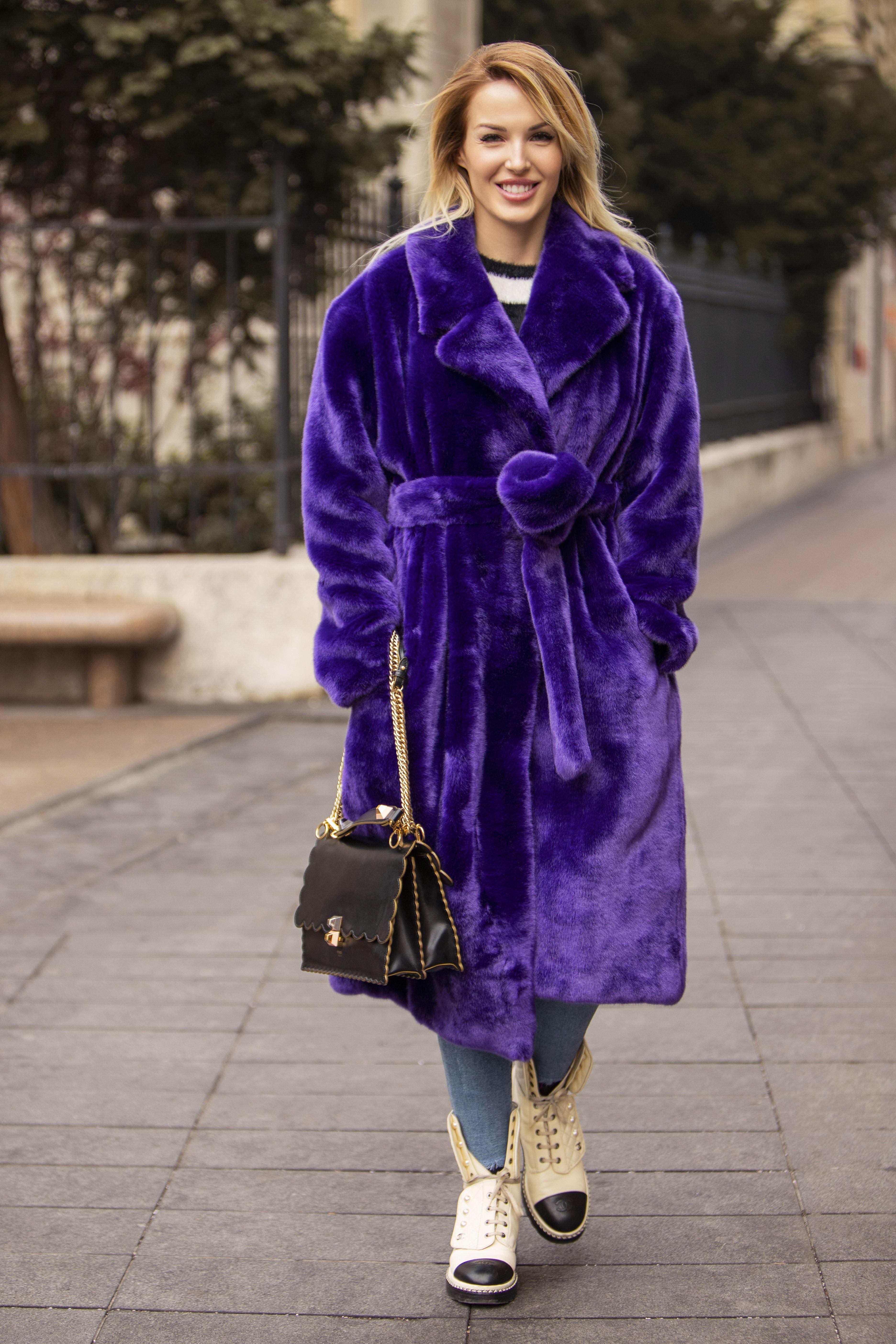 Kakva ljepotica! Ova dama odmah će vas osvojiti svojim stilom, ali i jednostavnošću!