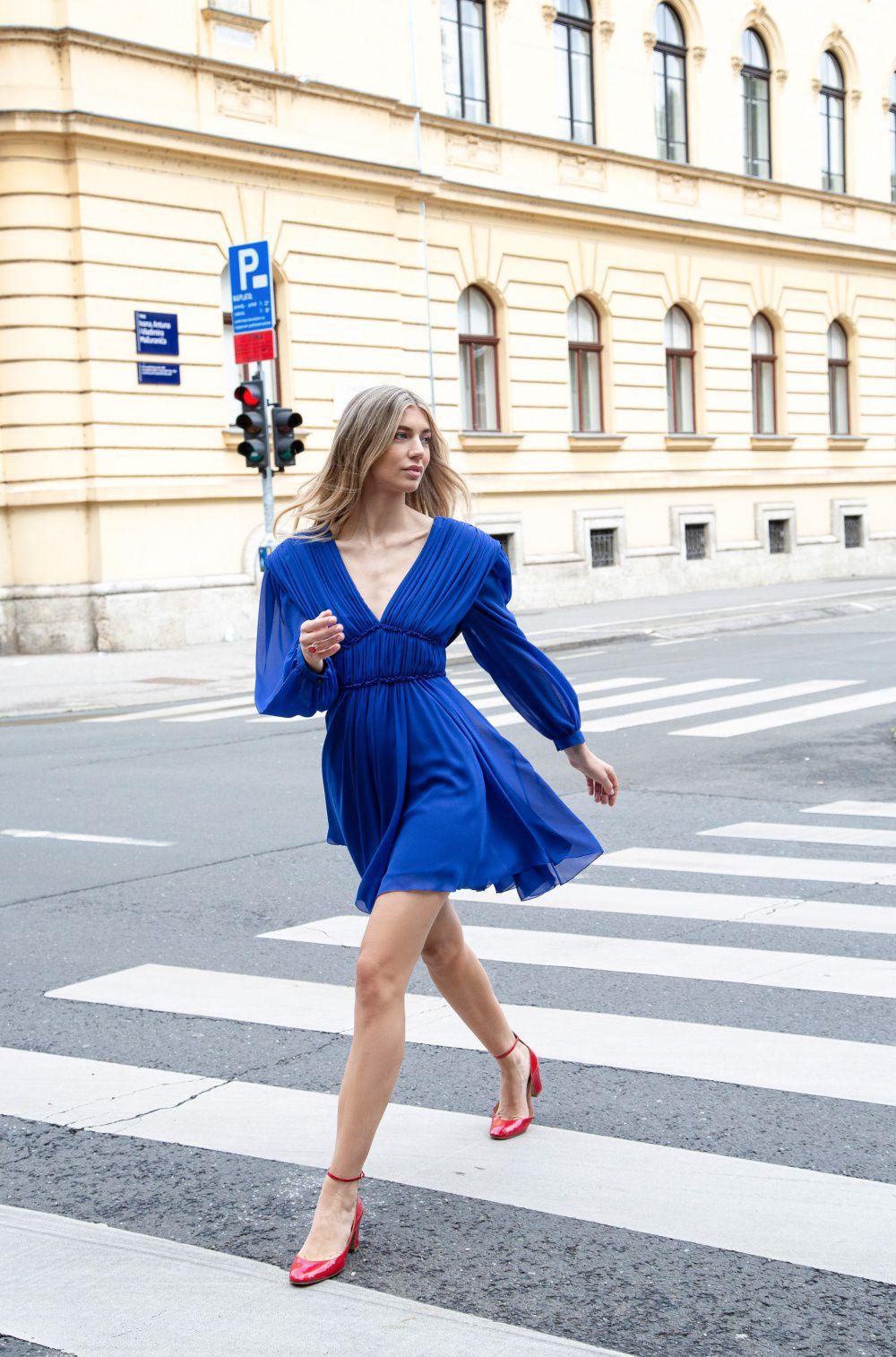 Aleksandra Dojčinović predstavila haljinu u boji sezone: Mala plava haljinica za dašak francuskog chica ovo ljeto