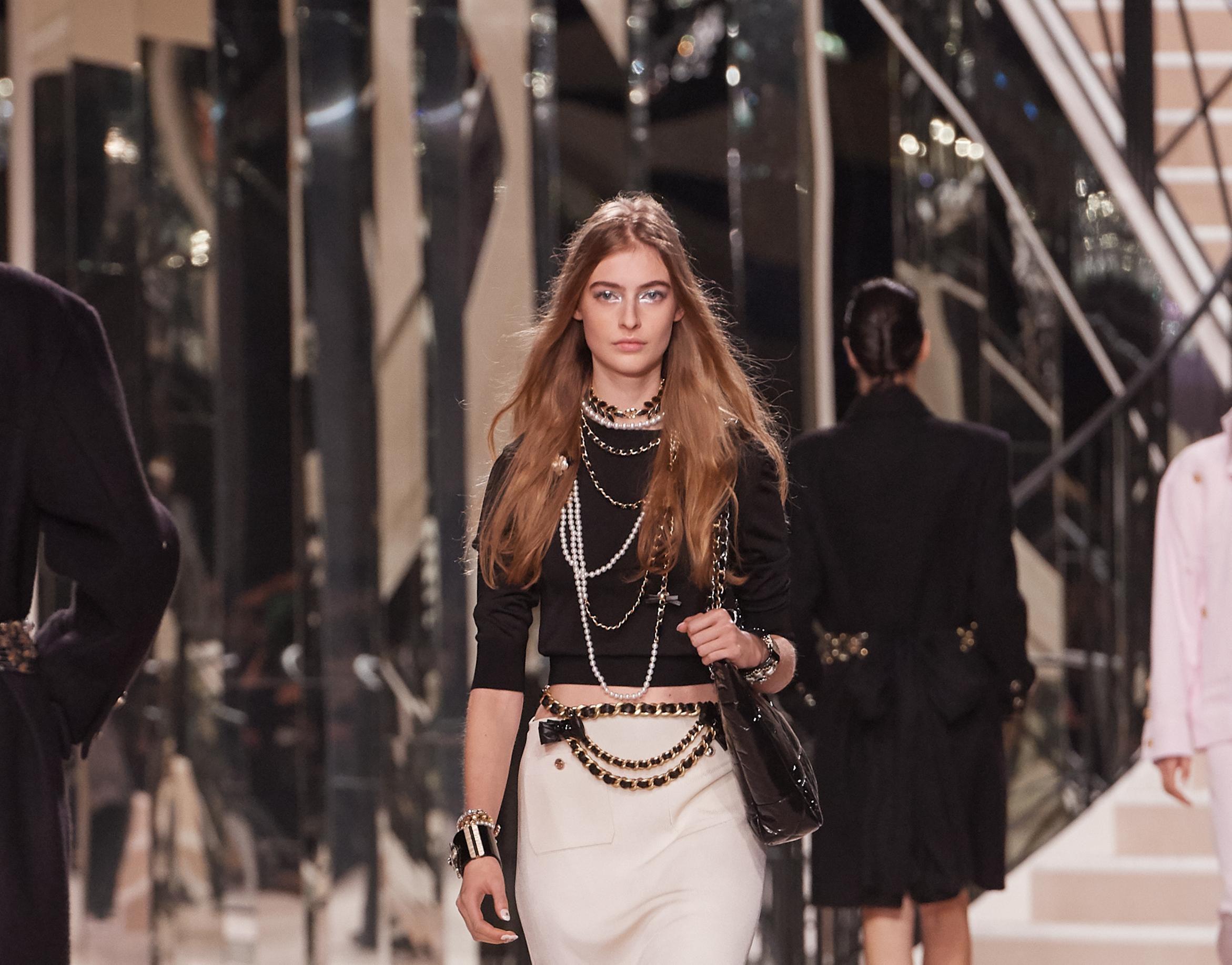 Chanel u modu vraća lance - i to oko struka!