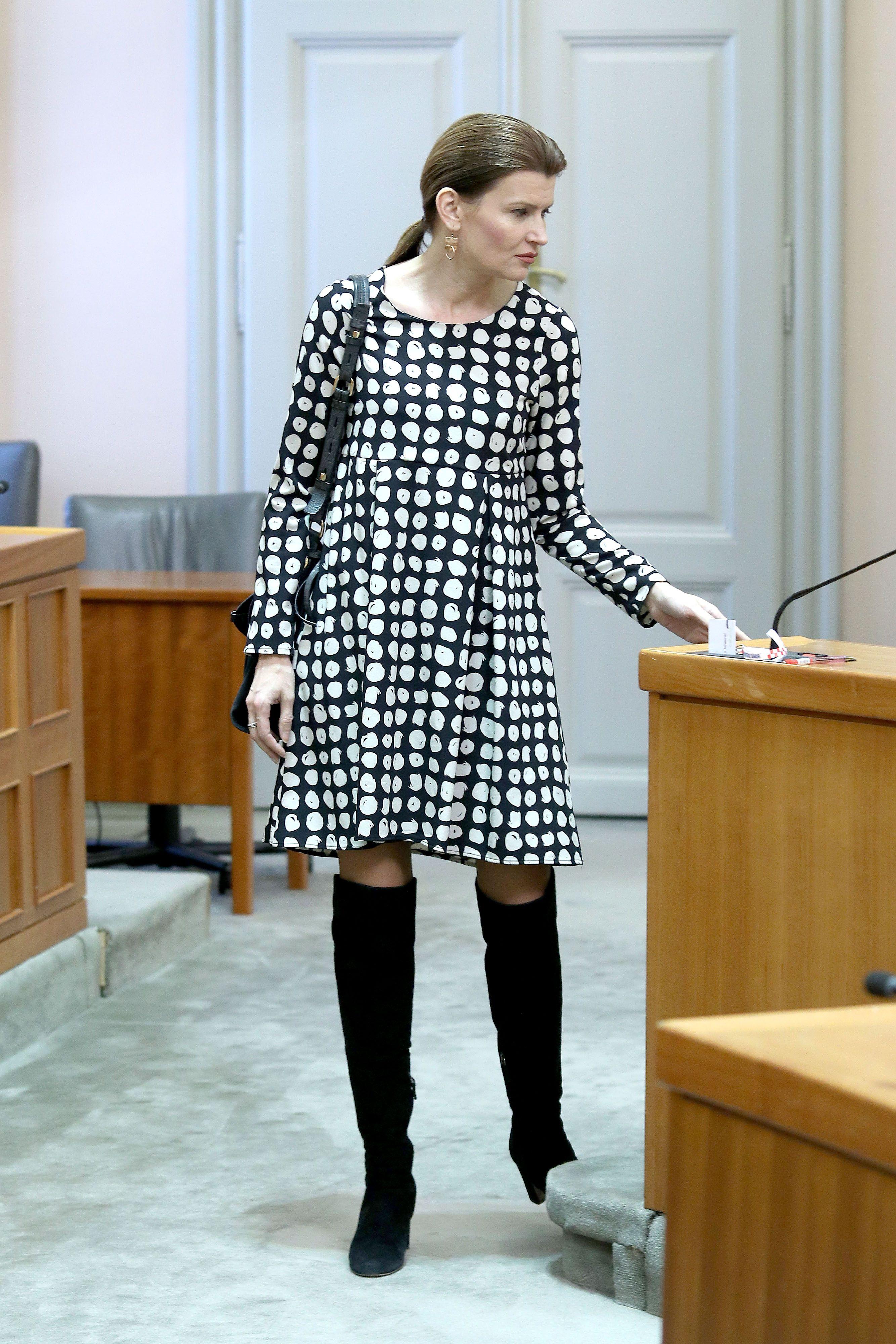 """Sabina Glasovac odabrala mini haljinu i čizme iznad koljena: """"Kreacija ovog tipa idealna je za večernji izlazak"""""""