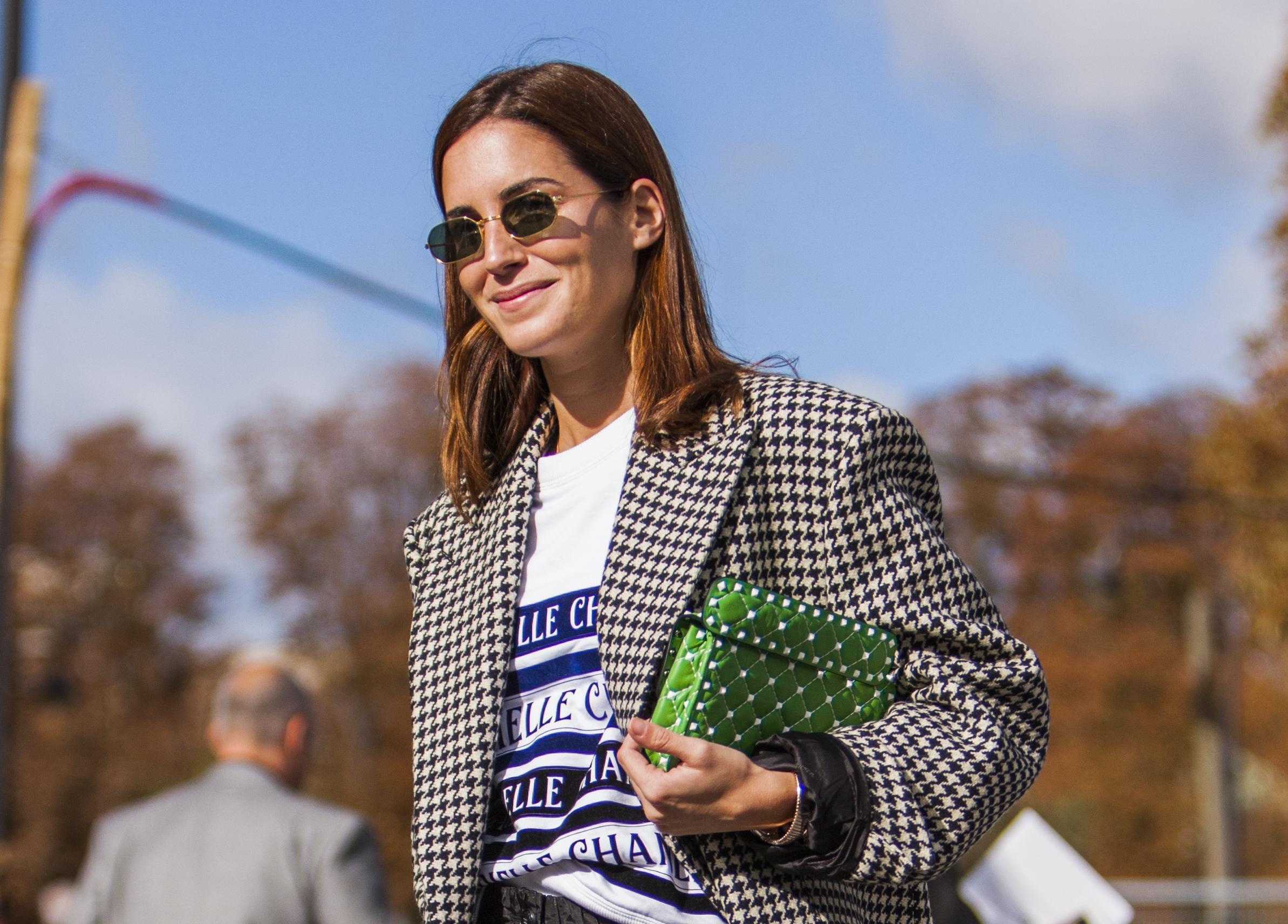 Kratke hlačice i čizme? Da, taj trend obožavamo, a ova ljepotica divno ga nosi!