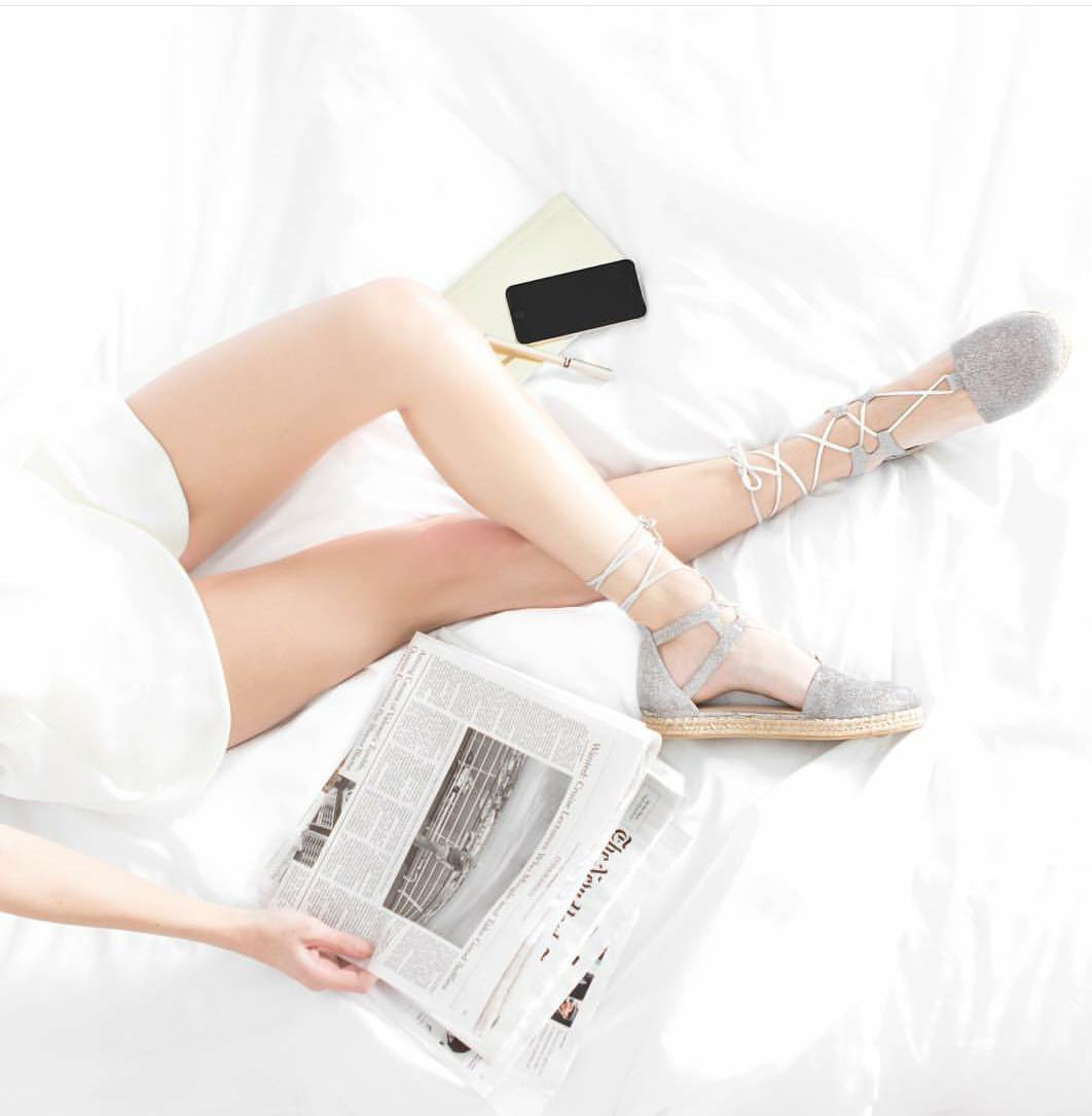 S cipelama u krevet