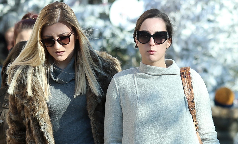 Dvije ljepotice u šetnji gradom pokazale stylish zimske kombinacije!