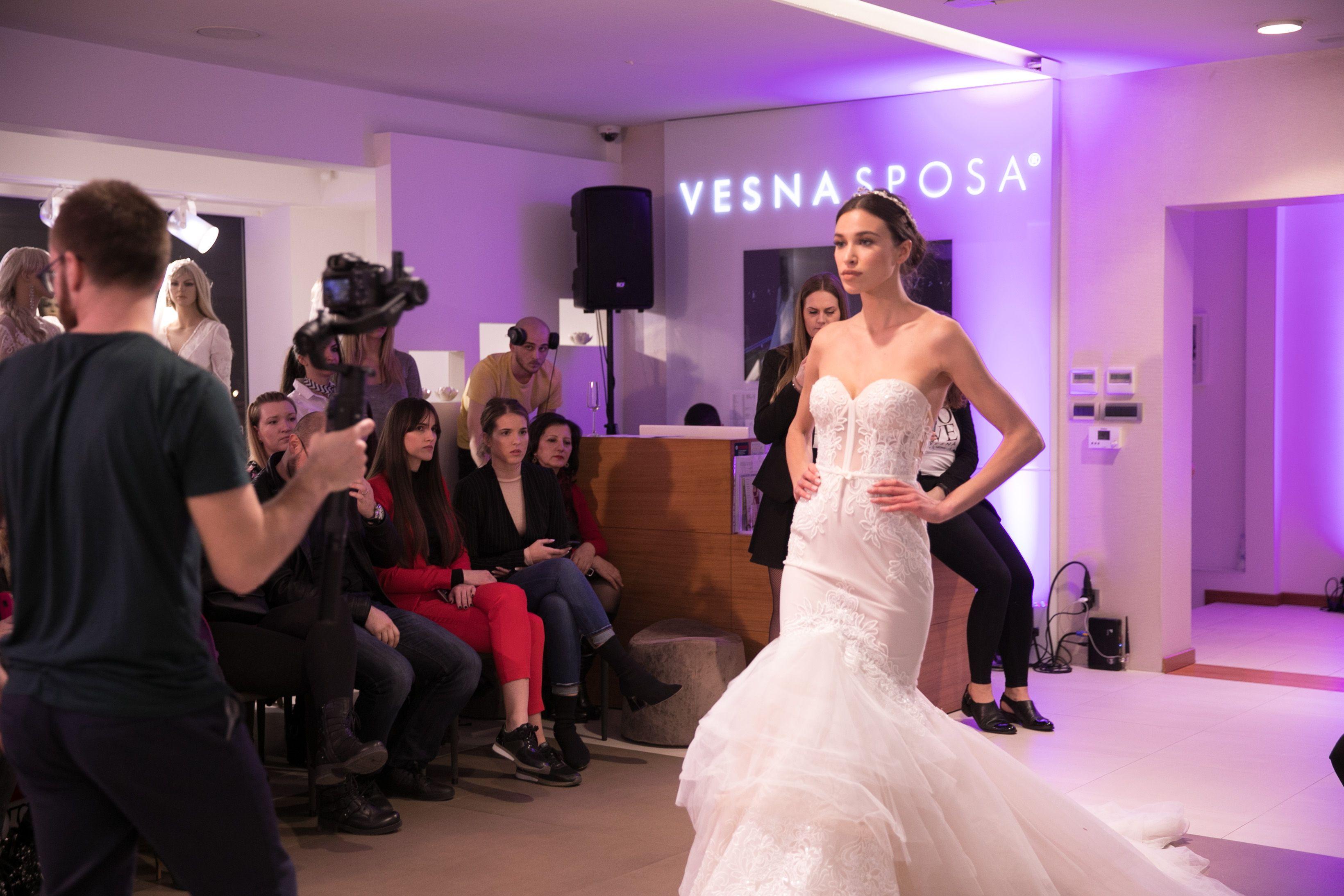 Najljepše BERTA vjenčanice ravno s modnih pista New Yorka u Vesna SPOSU!