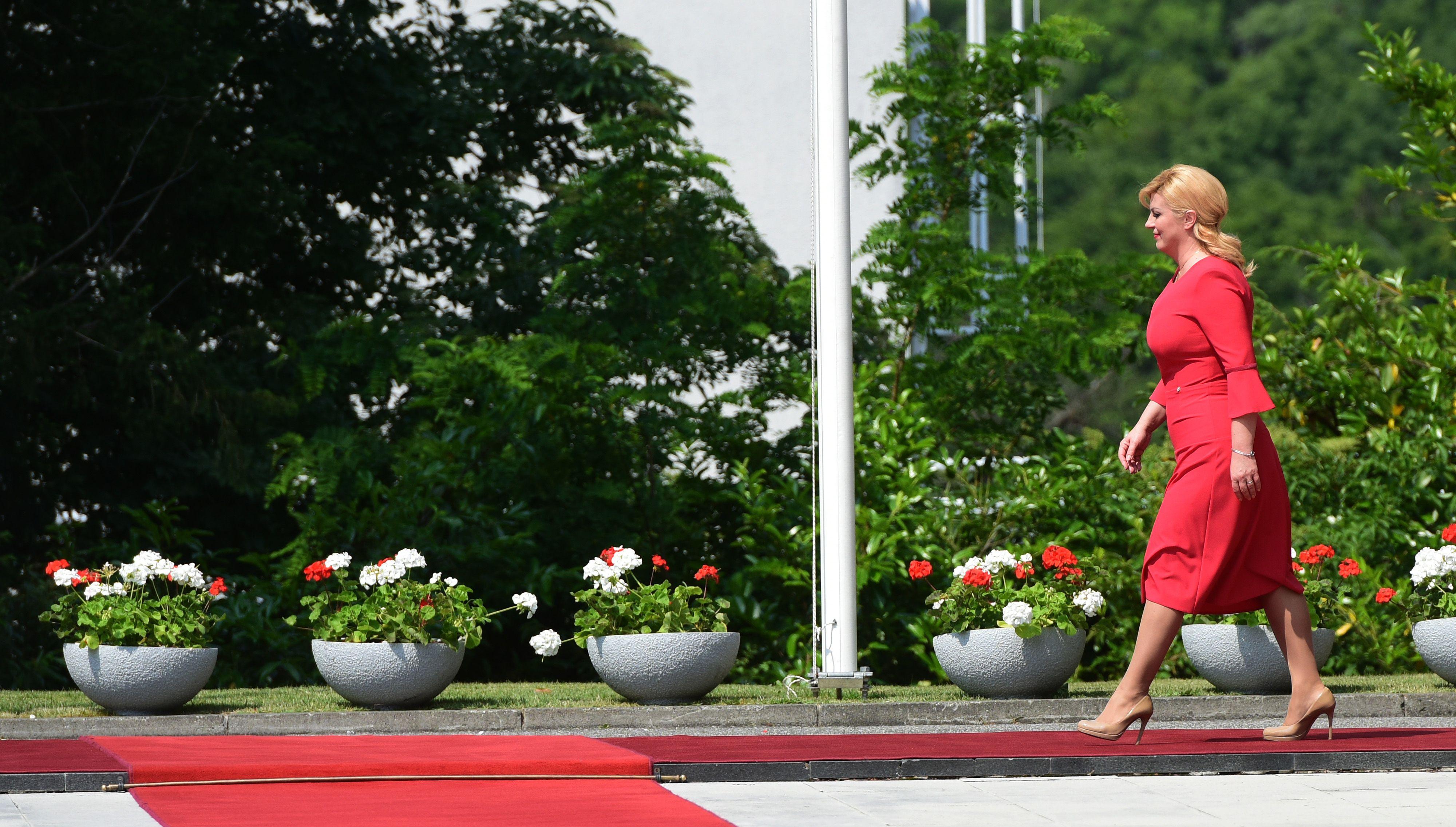 Nova crvena haljina za doček kosovskog predsjednika
