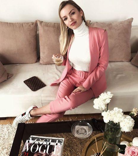 Domaća fashionistica odlično nosi odijelo za kojim su cure poludjele, a mi znamo gdje ga možete kupiti!