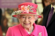 U čast kraljici Elizabethi II obucite kostimić