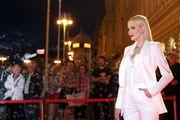 Jelena Rozga za crveni tepih bira bijelo odijelo modnog studija Arileo