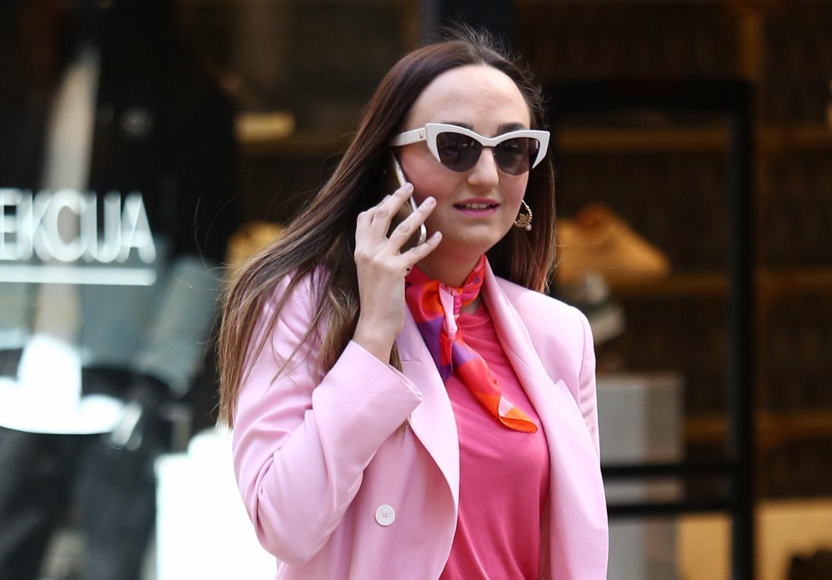 Odijelo poput njezinog veliki je proljetni hit, a mi znamo gdje možete kupiti slično!