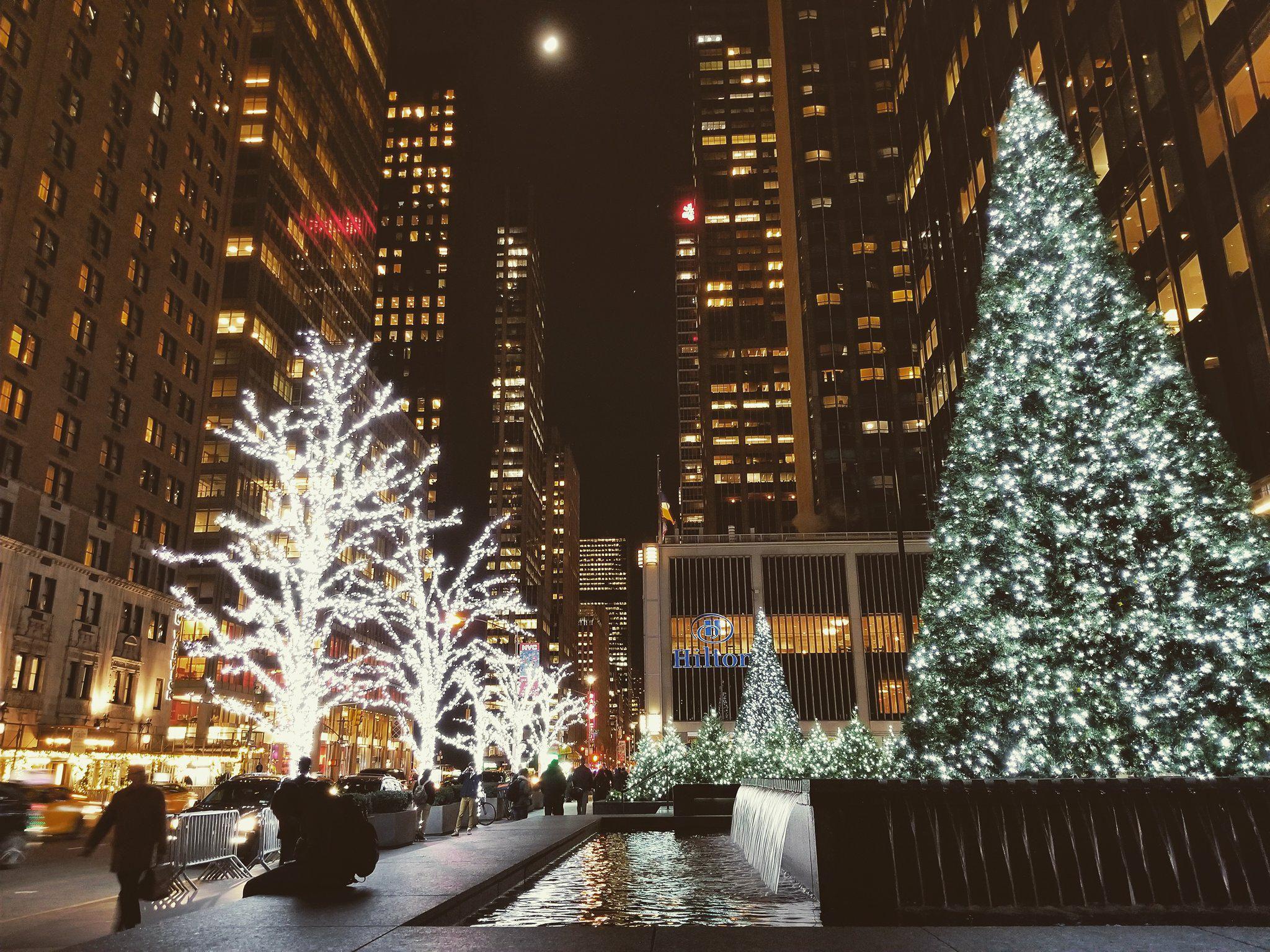 Prisjetili smo se prizora koji oduzimaju dah: Božićno ludilo u New Yorku izgleda spektakularno!