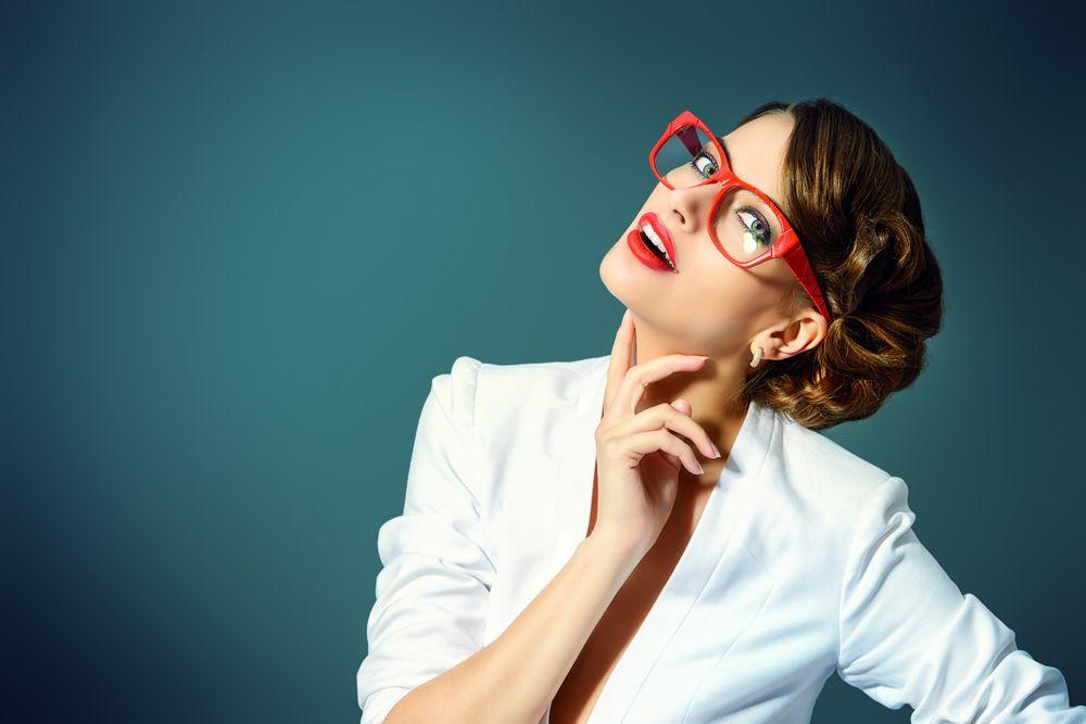 Kako se našminkati ako nosite naočale?
